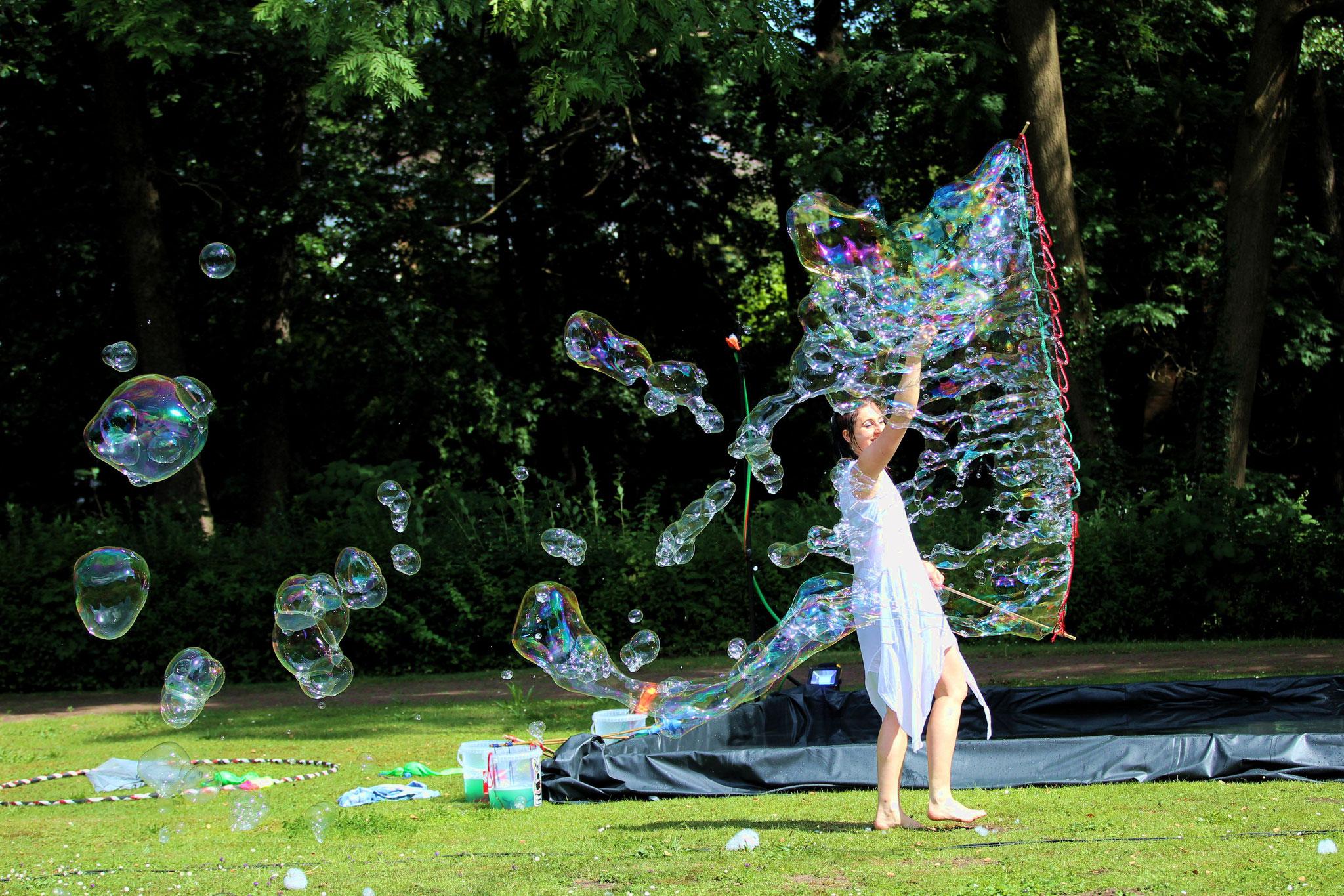 Seifenblasen Tanz Performance |Foto: Verwünscht Photografie