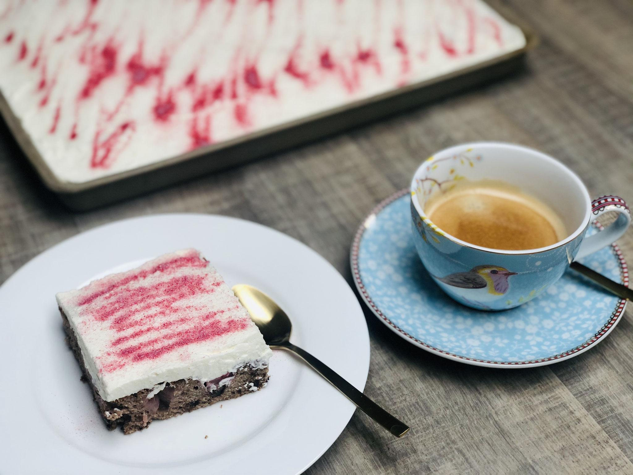 Nach dem backen ist das erste Stück Kuchen MEINS! ♥