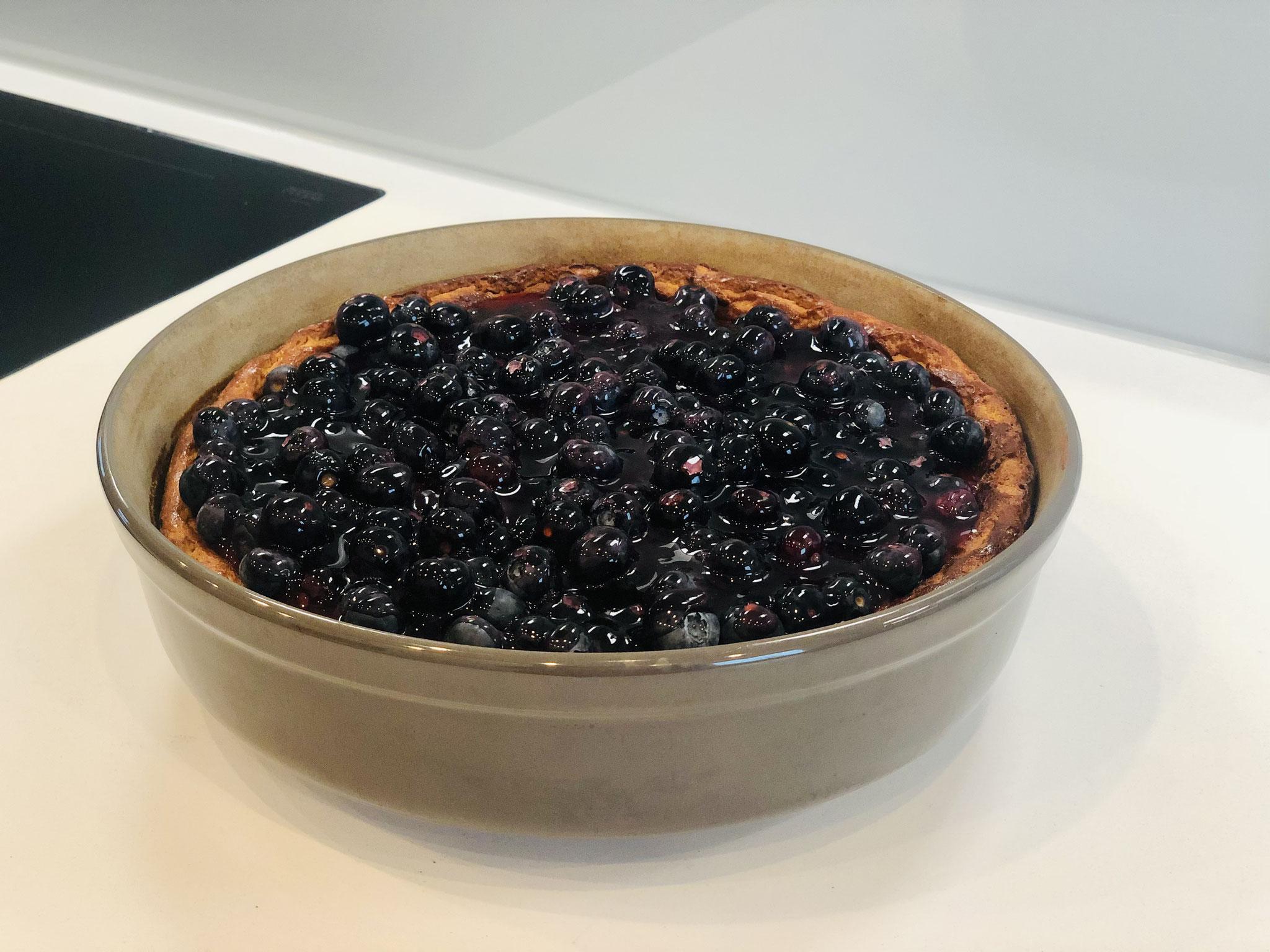 Mit einem Tortenguss die Früchte fixieren...