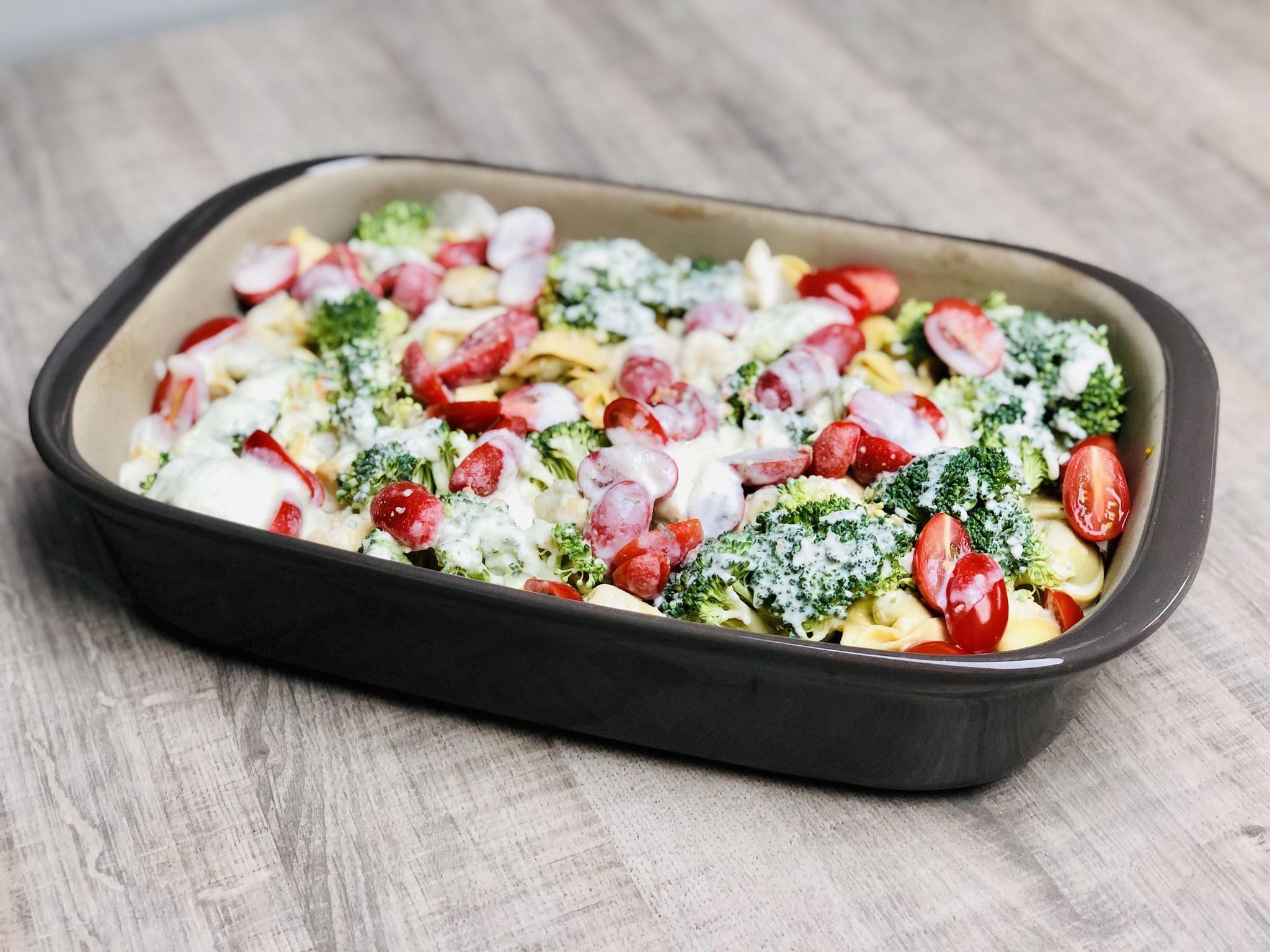 Entweder du bereitest es im Grundset von Pampered Chef zu oder du benutzt die Ofenhexe mit dem Zauberstein als Deckel für dieses Gericht