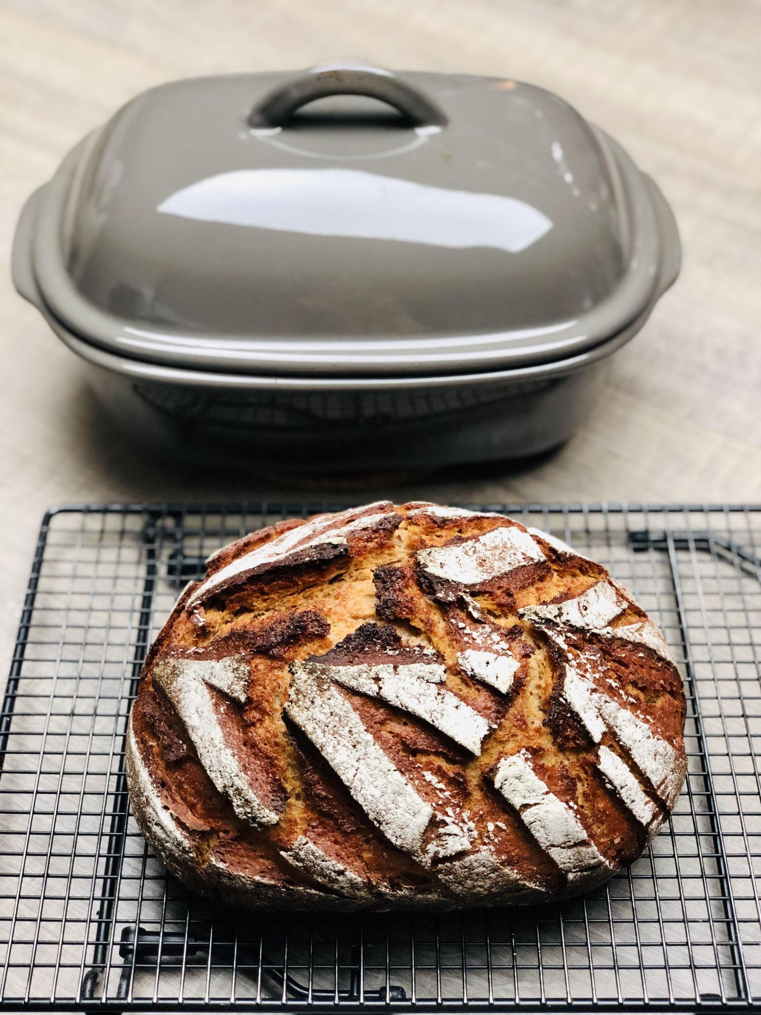 Mein Ofenmeister ist ein Allrounder in meiner Küche...Schmorrgerichte, Brote, Aufläufe, Suppen - hach der kann so gut wie alles ♥!♥♥
