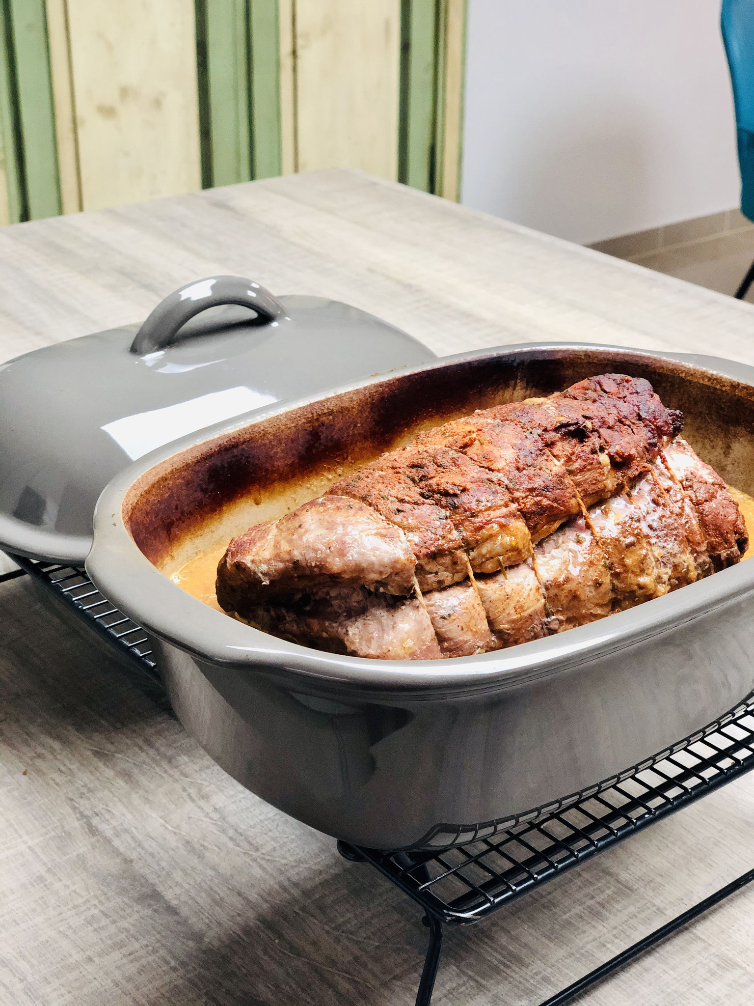 Fein geschmort in leckerer Soße ist dieser Braten ein Genuss aus dem Ofenmeister