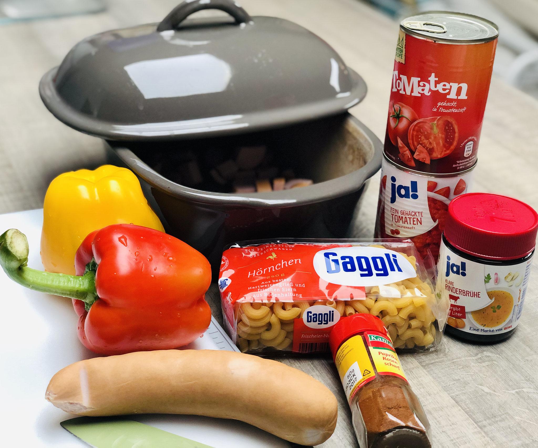 Diese Zutaten brauchst du für das leckere Würstchengulasch aus dem Ofenmeister....