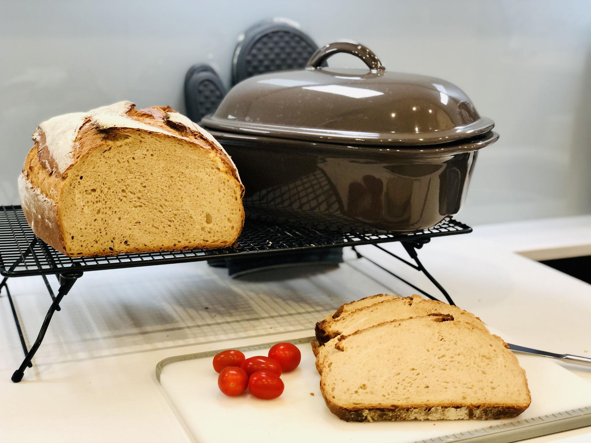 Schau wie schön mein Brot von innen aussieht. Viel Spaß mit meinem Rezept ♥