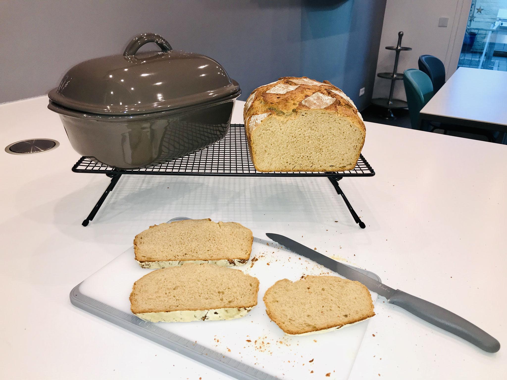 Nun freue ich mich das leckere selbst gebackene Brot geniesen zu dürfen ♥