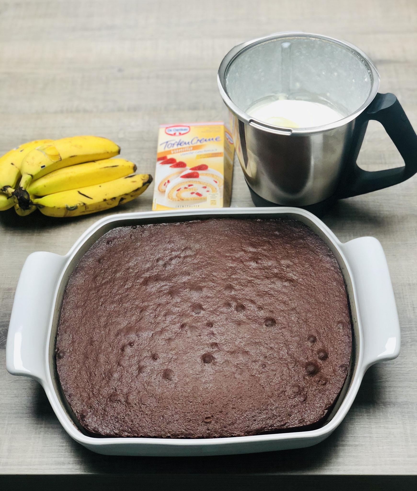 Hier siehst du den Schokoladen Tortenboden den ich mit der Dr. Oetker Paradiescreme im großen flachen Bäker gebacken habe....
