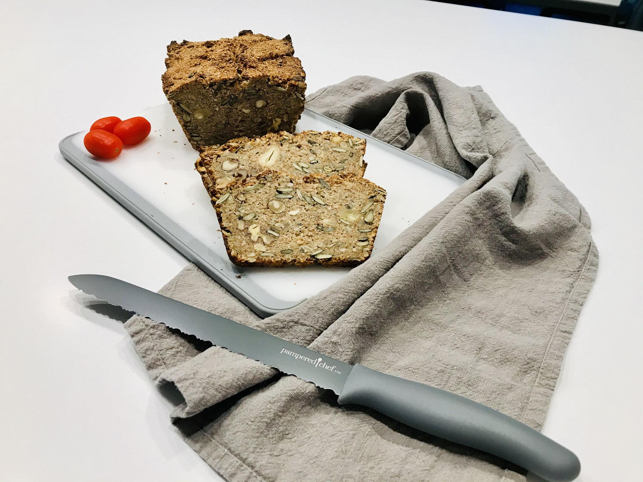 Das ist ein Brot für Menschen die gerne Vollkorn essen und dazu noch den vollen Geschmack von Nüssen mögen.... Saftig und kraftvoll macht es dich satt... ♥