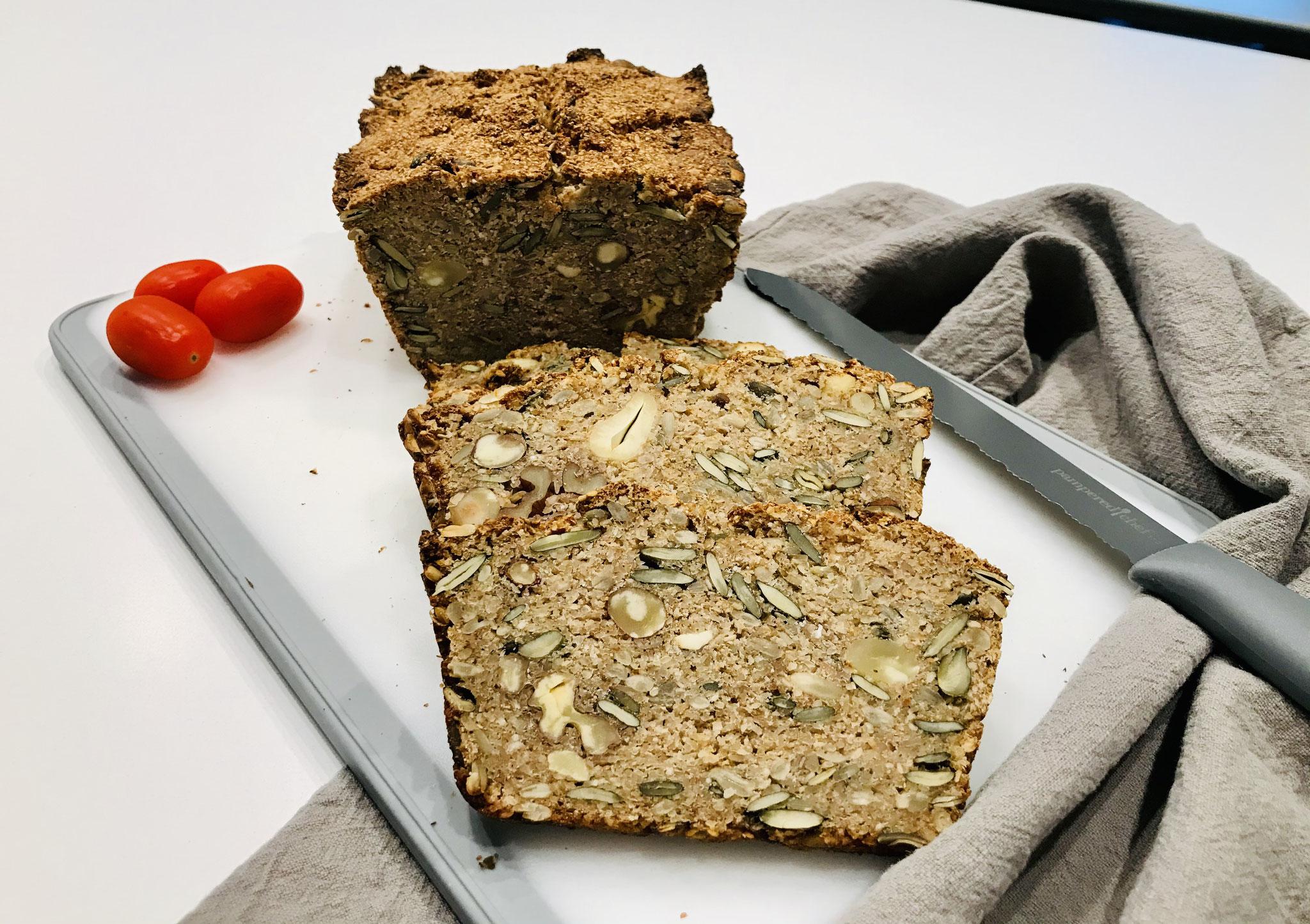 Für mich sind solche Brot Geschmackserlebnisse pur... und gebacken im Zauberkasten Plus kommt es saftig und knusprig auf den Tisch, Viel Spaß beim Nachbacken ♥