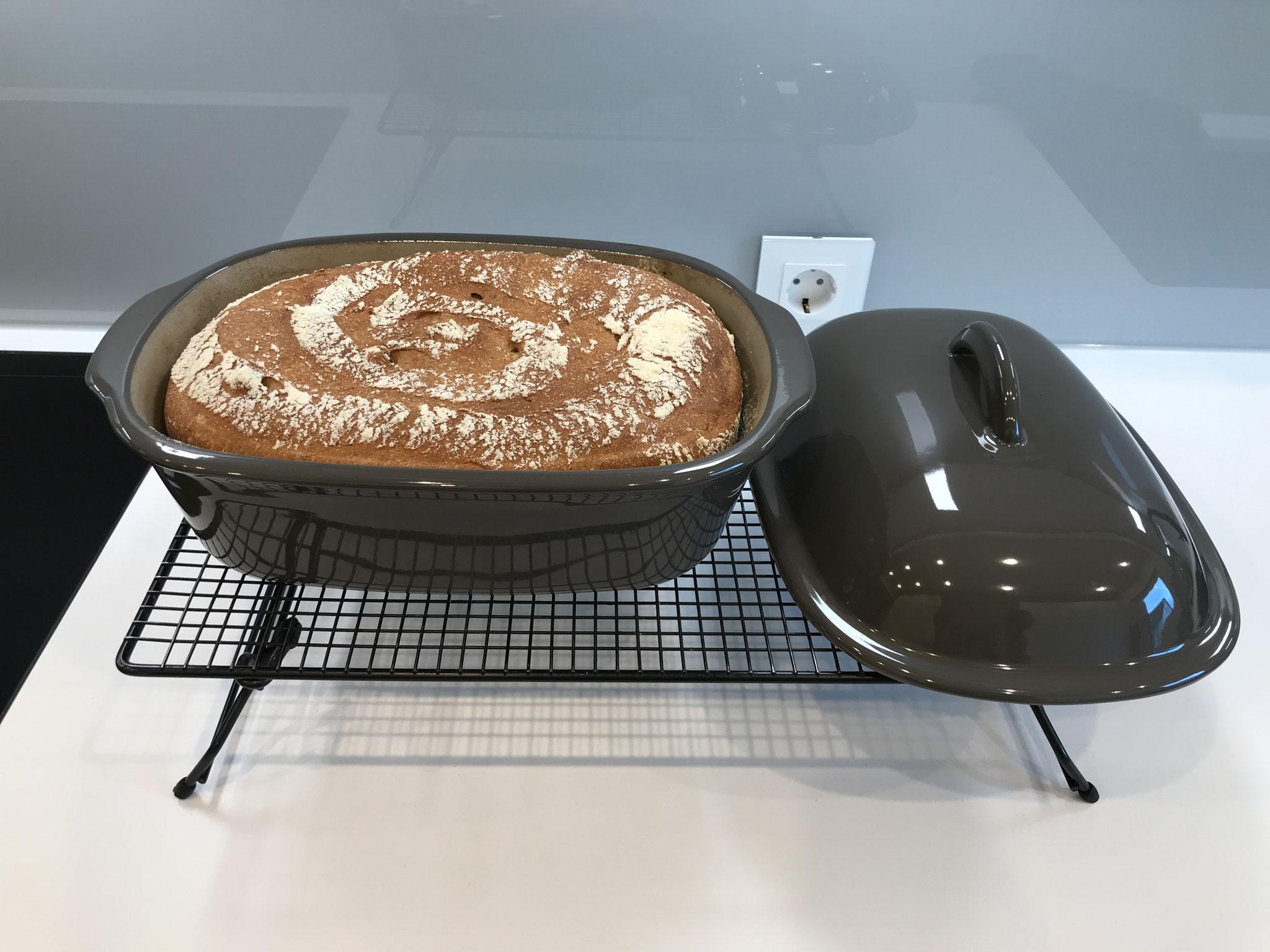 Nach dem backen das Brot sofort aus dem Ofenmeister entnehmen...