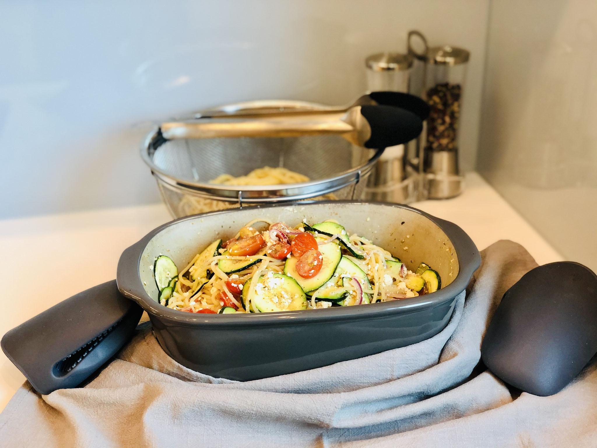 Wenn alles gar ist, dann gibst du die vorgegarten Spaghetti dazu und vermischst alles miteinander ♥
