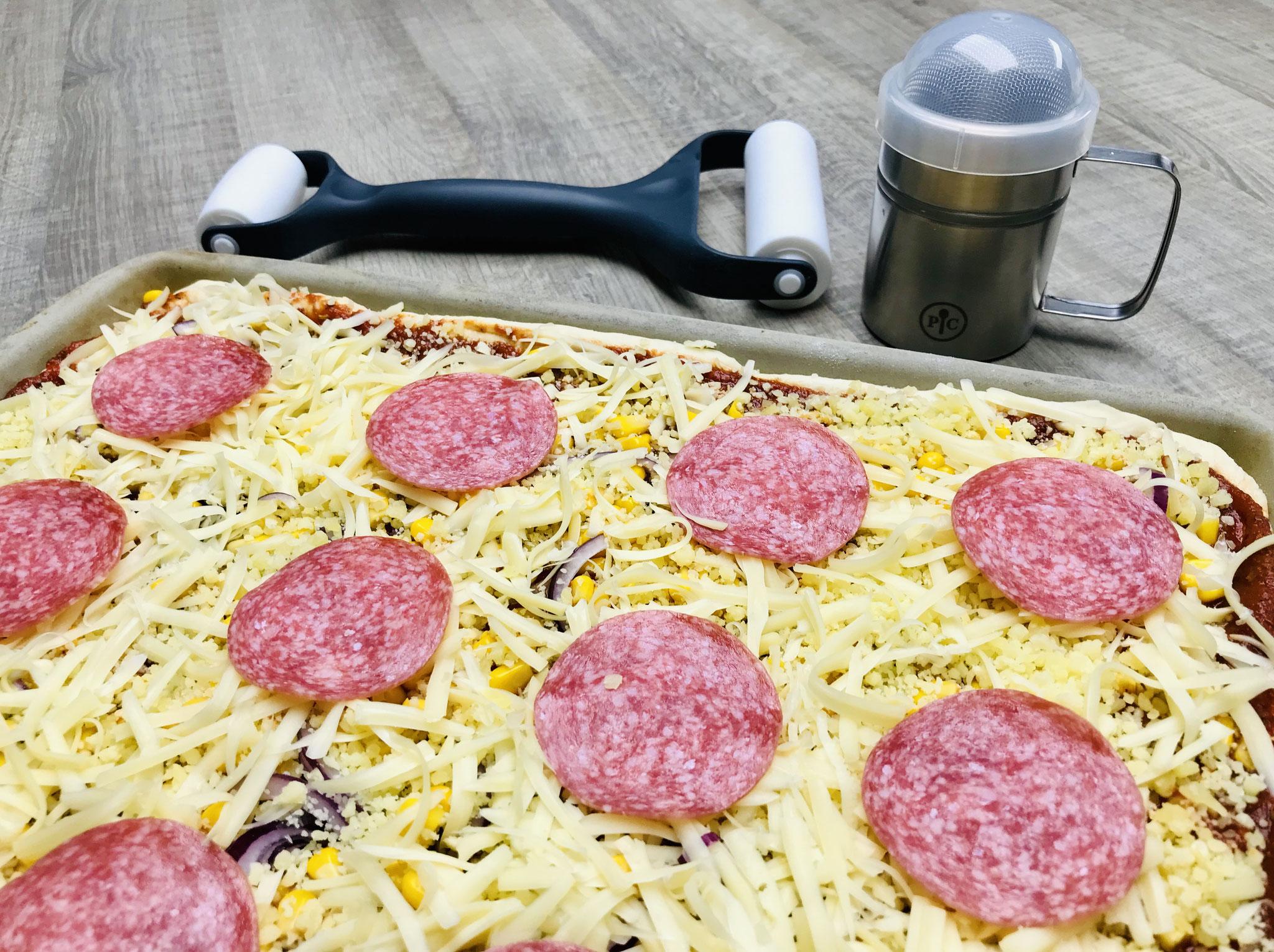 Leichtes arbeiten hast du wenn du den Teigroller, Streufix, Microplane® Reibe, Küchenhobel und natürlich den Ofenzauberer von Pampered Chef in deiner Küche hast...