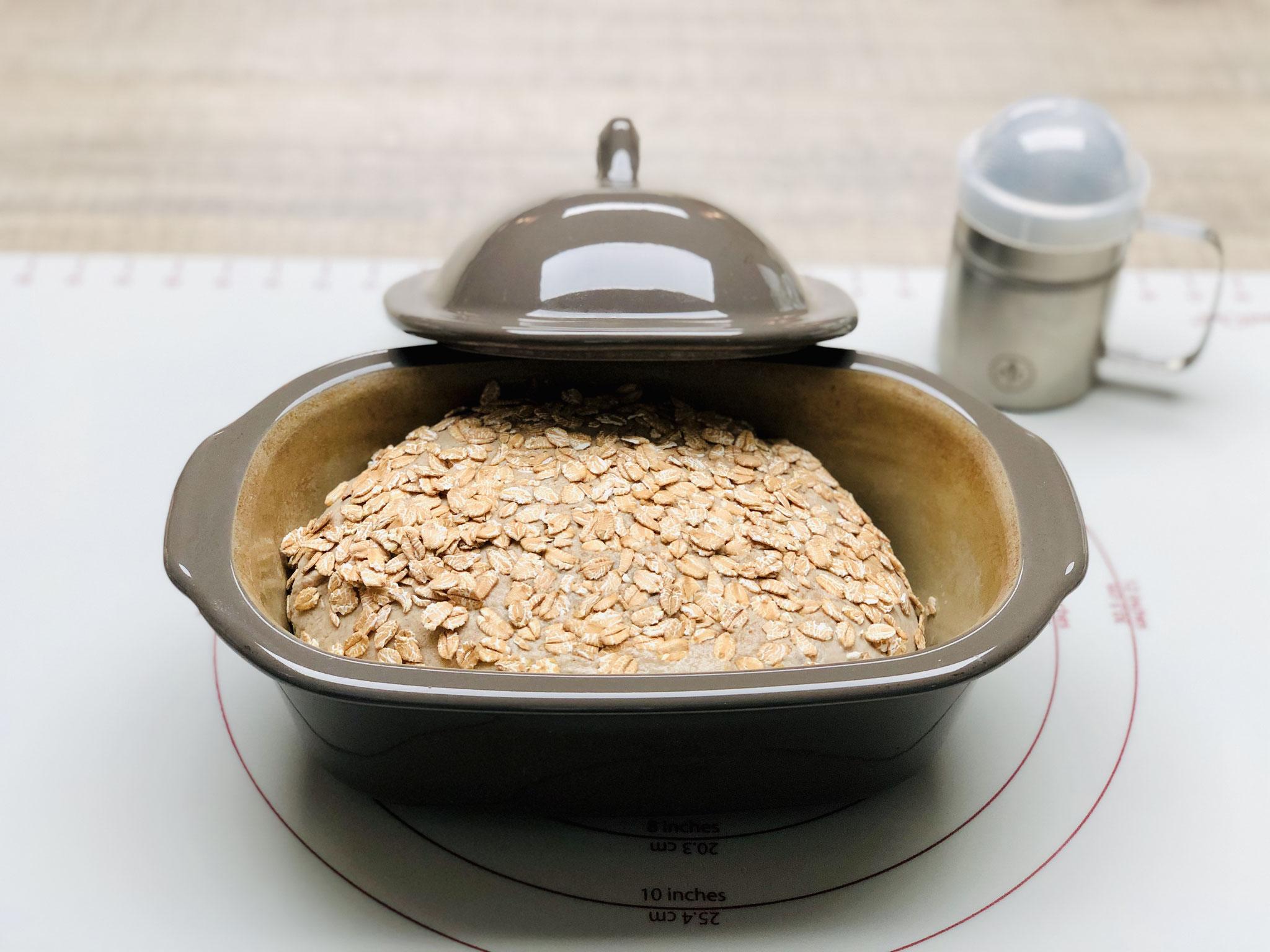 Den Teigling in Form bringen und in den kleinen Zaubermeister Brotbacktopf von Pampered Chef® legen...