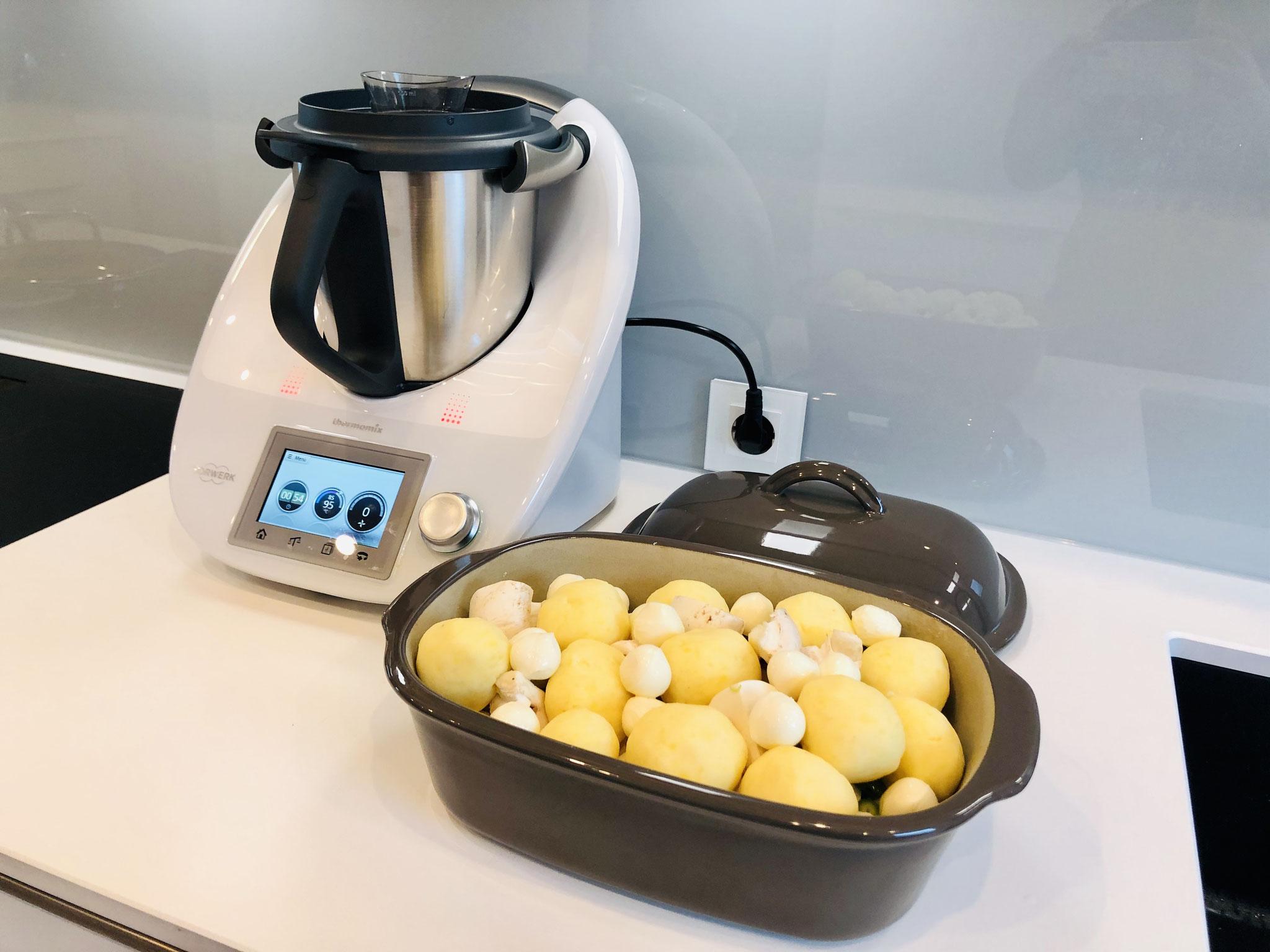 Der Ofenmeister ist gut gefüllt und es können gut 3-4 Personen satt werden...