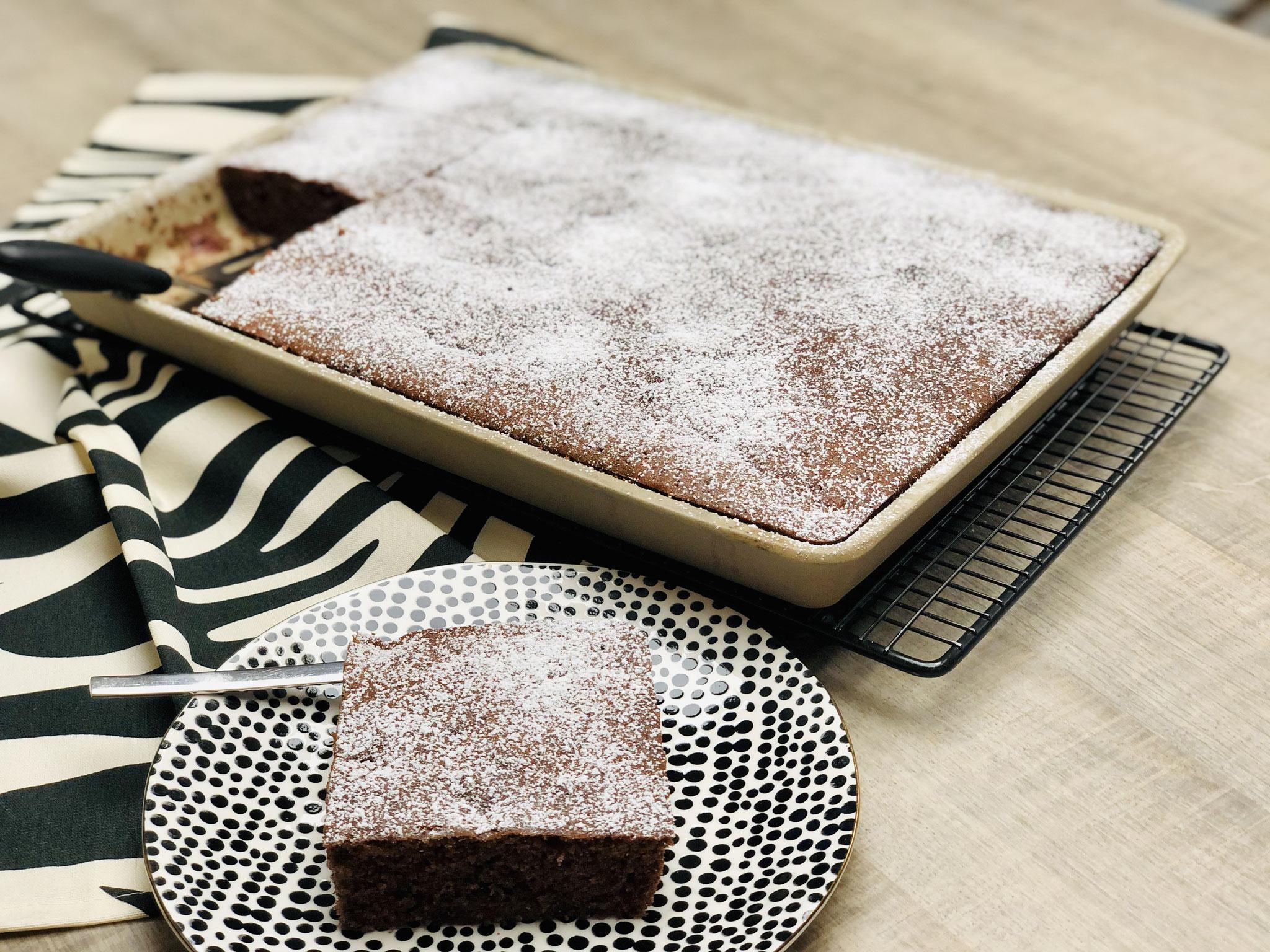 Ein feuchter, fluffiger und schokoladiger Kuchen der deine Familie und Gäste beeindrucken wird....
