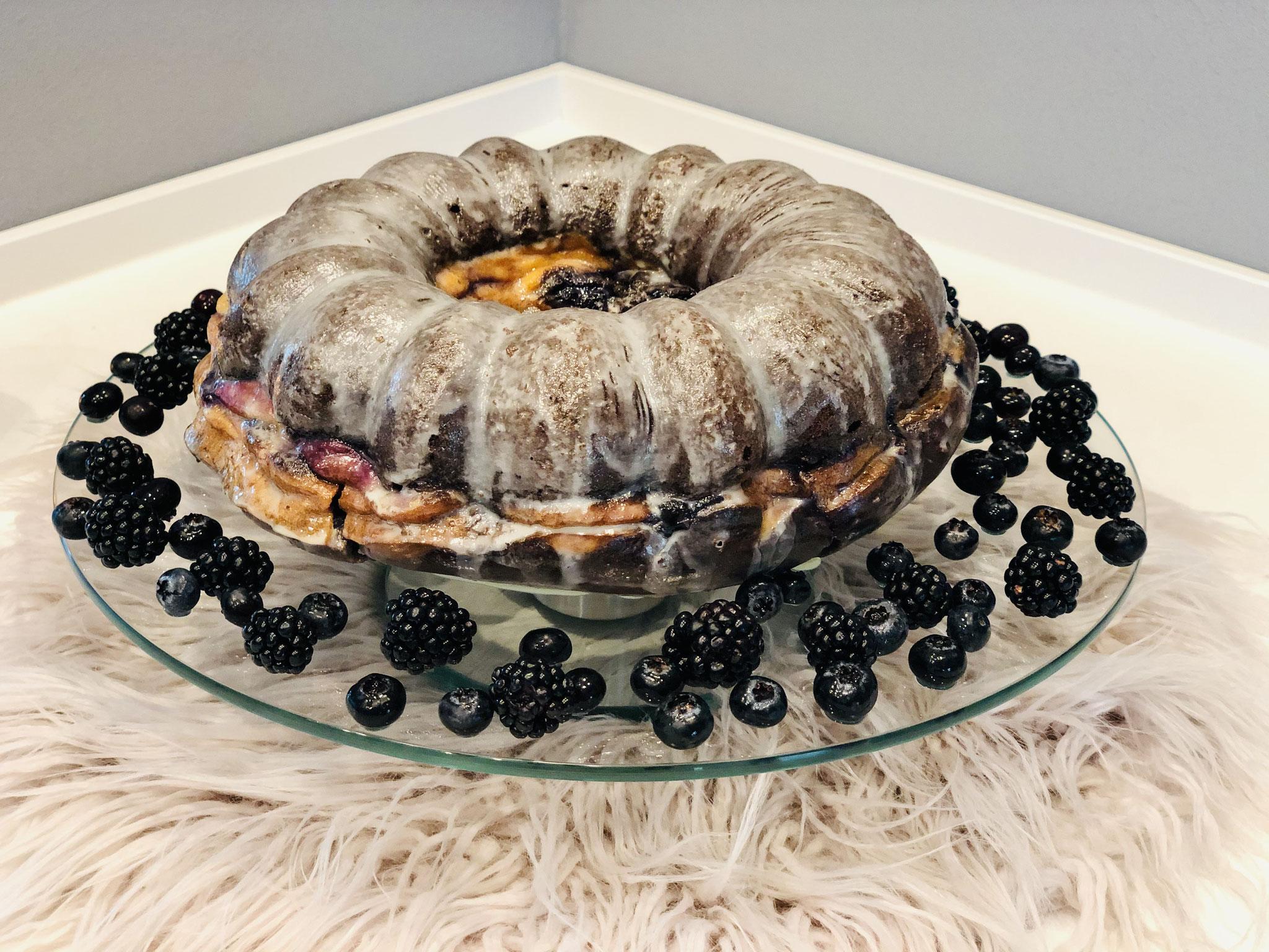 Mit einem Guss überzogen oder mit Puderzucker aus dem Streufix bestäubt kannst du dein Kuchen servieren...