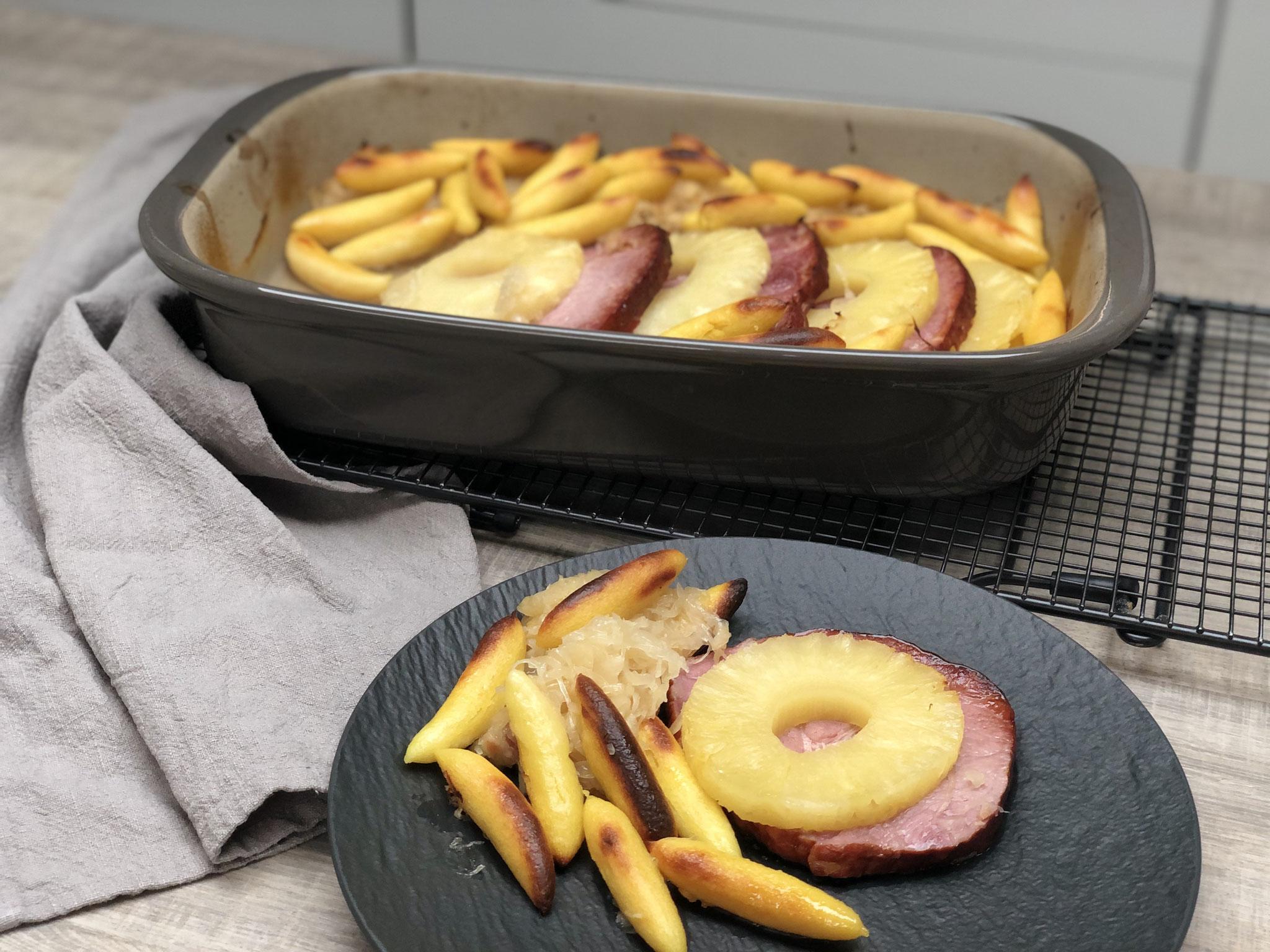 Es schmeckt so lecker und ist easypeasy schnell zubereitet - du hast ein tolles All in One Menü in deiner Ofenhexe geszaubert... ♥