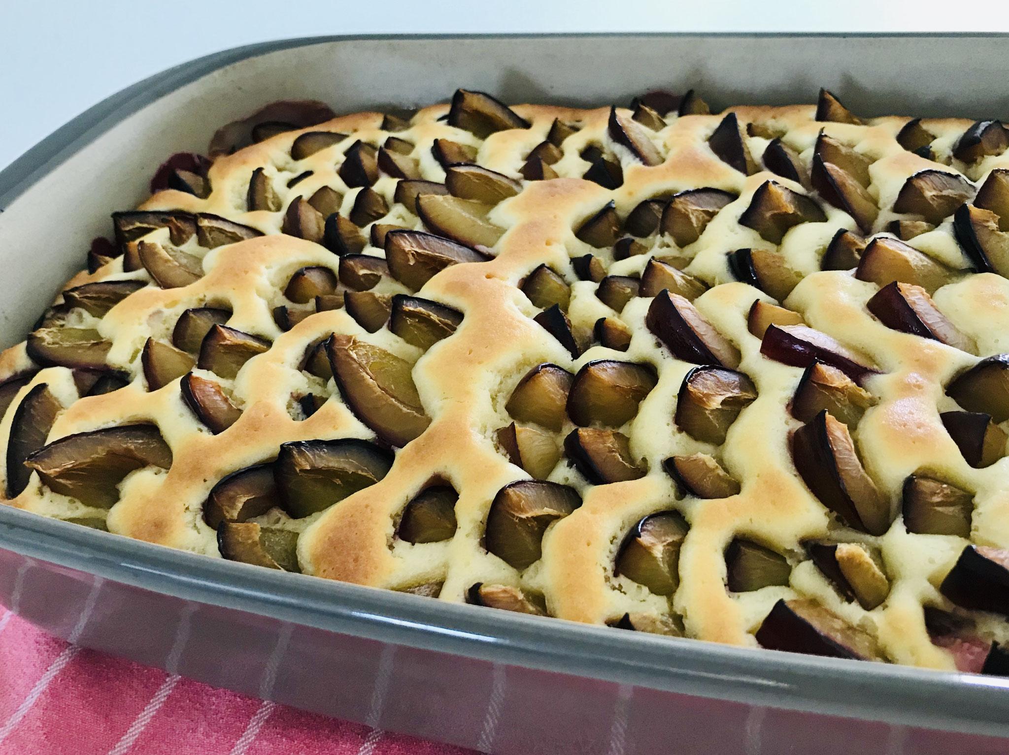 Nach dem Backen lasse ich den Kuchen auf dem Kuchengitter von Pampered Chef® abkühlen...