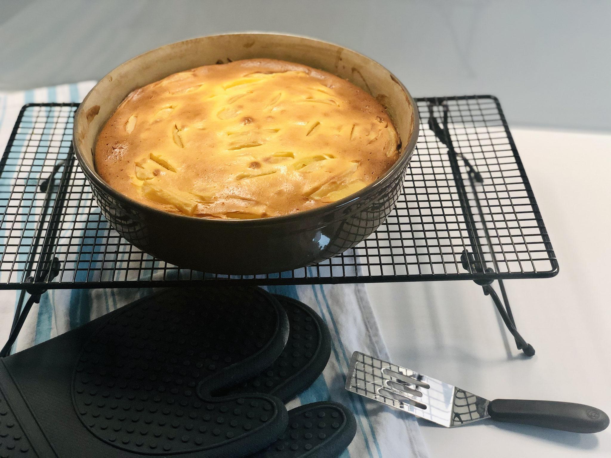 Nach dem backen die Kuchenform sofort auf das Kuchengitter von Pampered Chef stellen und gut abkühlen lassen...