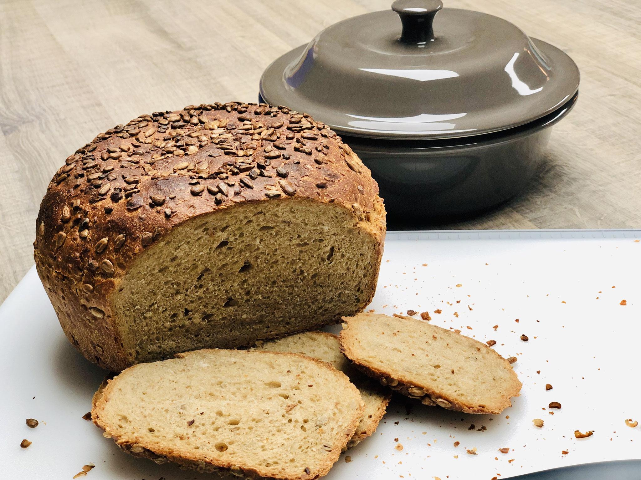 Mit dem Brotmesser kann ich das warme Brot anschneiden, da dieses Messer eine Antihaft Beschichtung hat. Das Pampered Chef Brotmesser ist das beste Brotmesser ever ♥