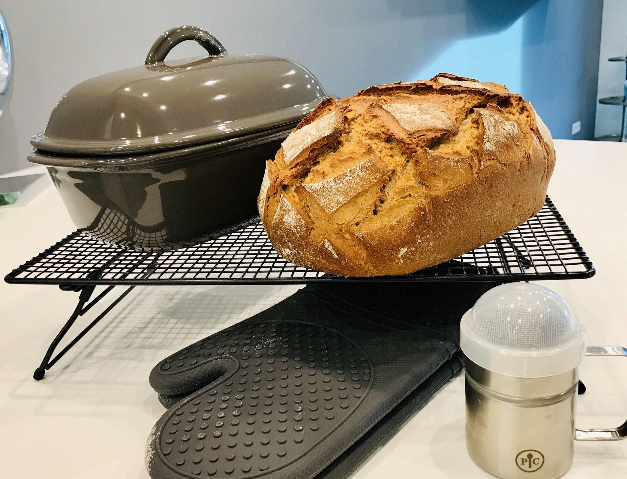 Das Brot ist so knusprig und im ganzen Haus duftet es nach frisch gebackenem Brot...