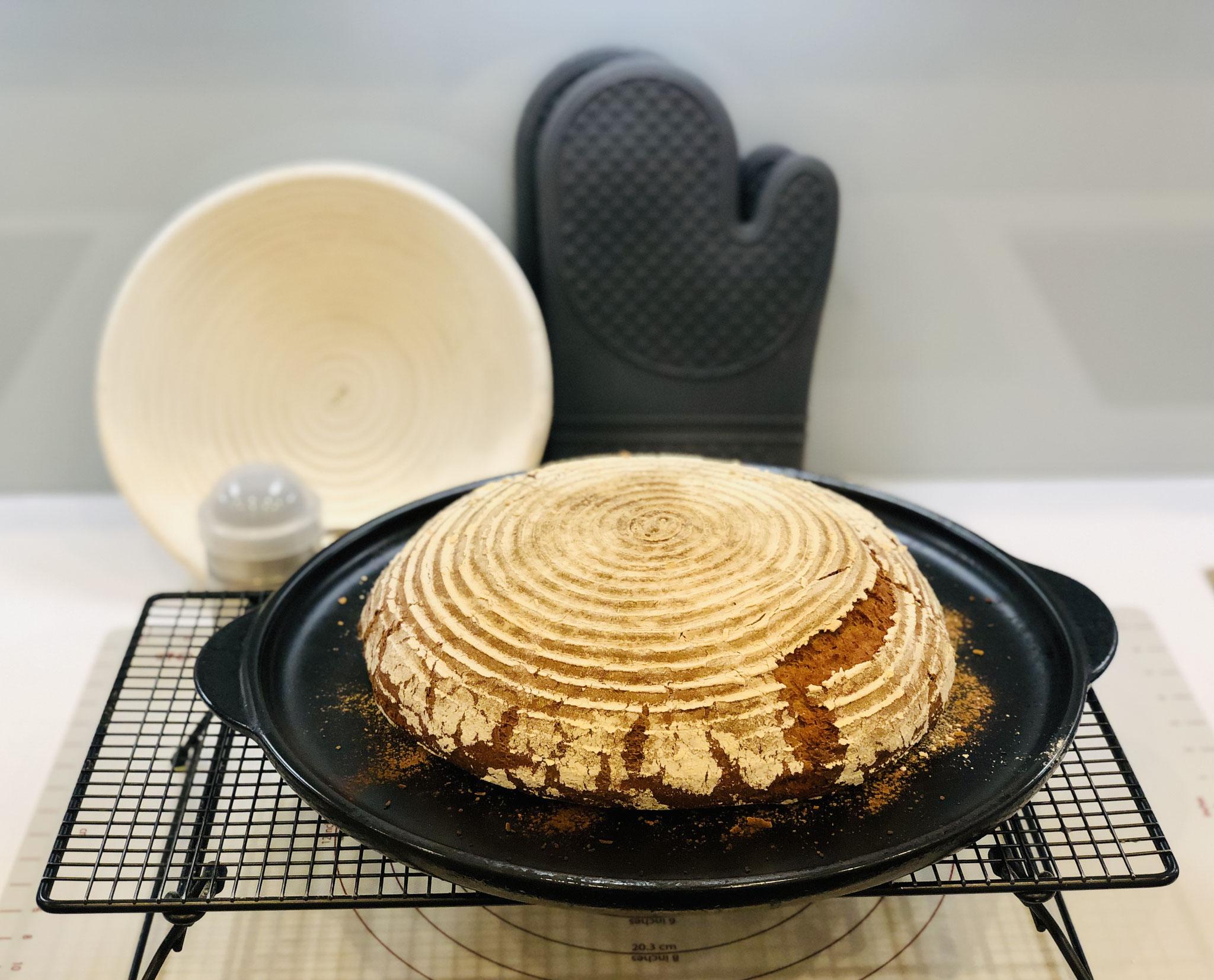 Schau dir dieses wunderschöne Brot an das ich im Backofen auf dem Grillstein gebacken habe.... Du kannst dieses Rezept aber auch für den Ofenmeister oder der White Lady anwenden.