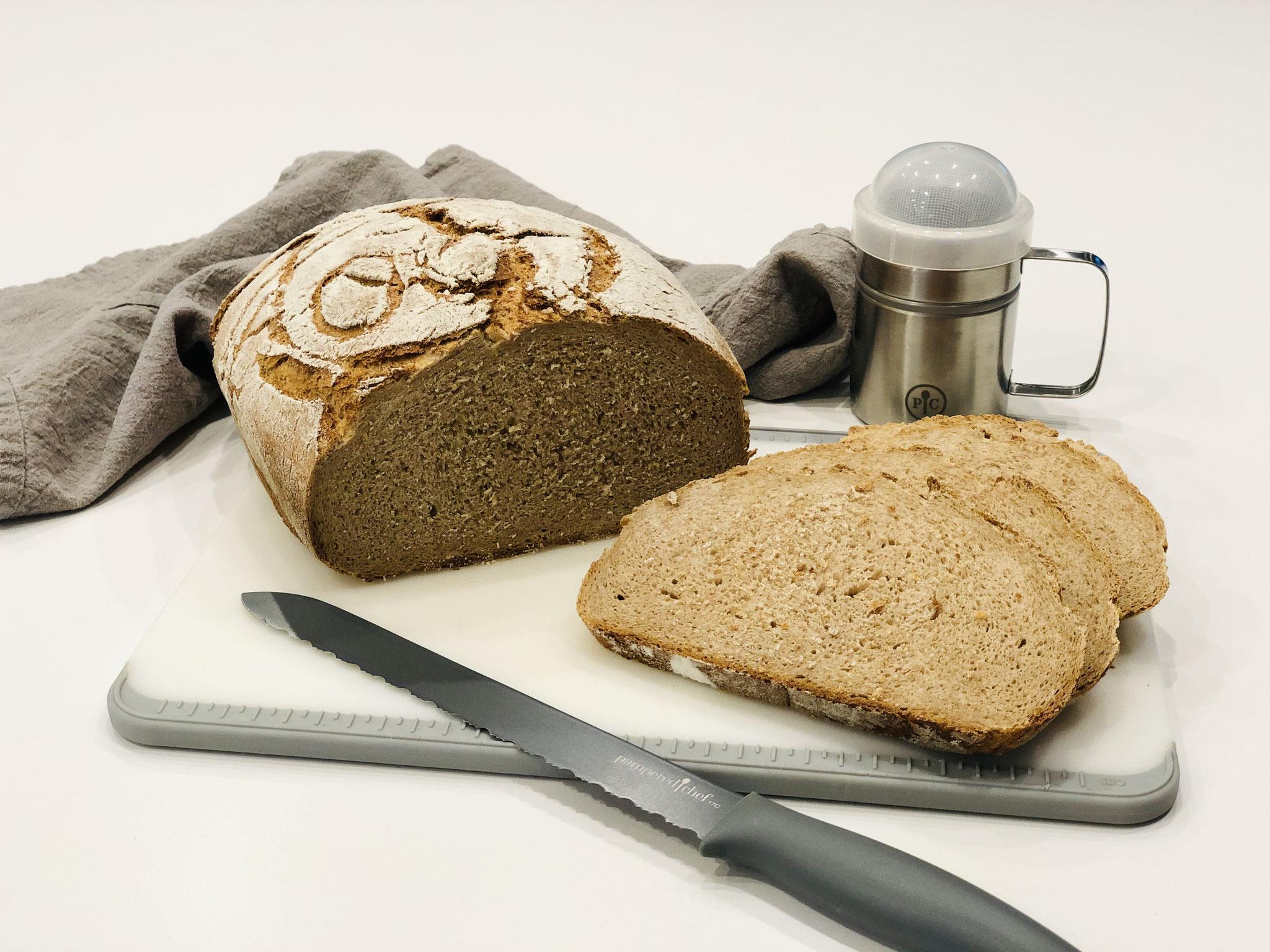 So sieht die Krume vom Brot aus....hach es ist einfach lecker so ein frisches selbst gebackenes Brot zu essen ♥