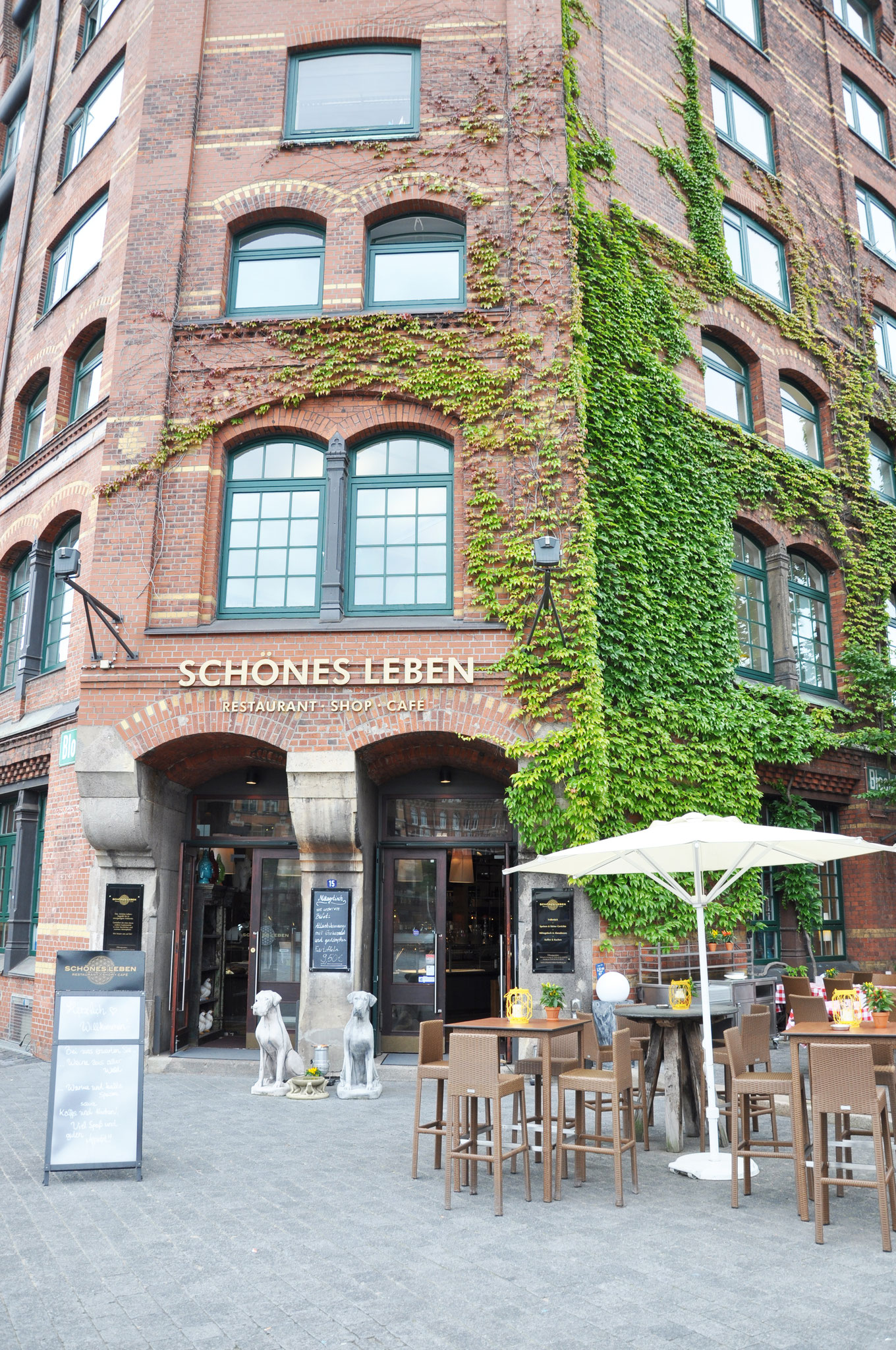 bilder speicherstadt sch nes leben restaurant hamburg neuendeich. Black Bedroom Furniture Sets. Home Design Ideas
