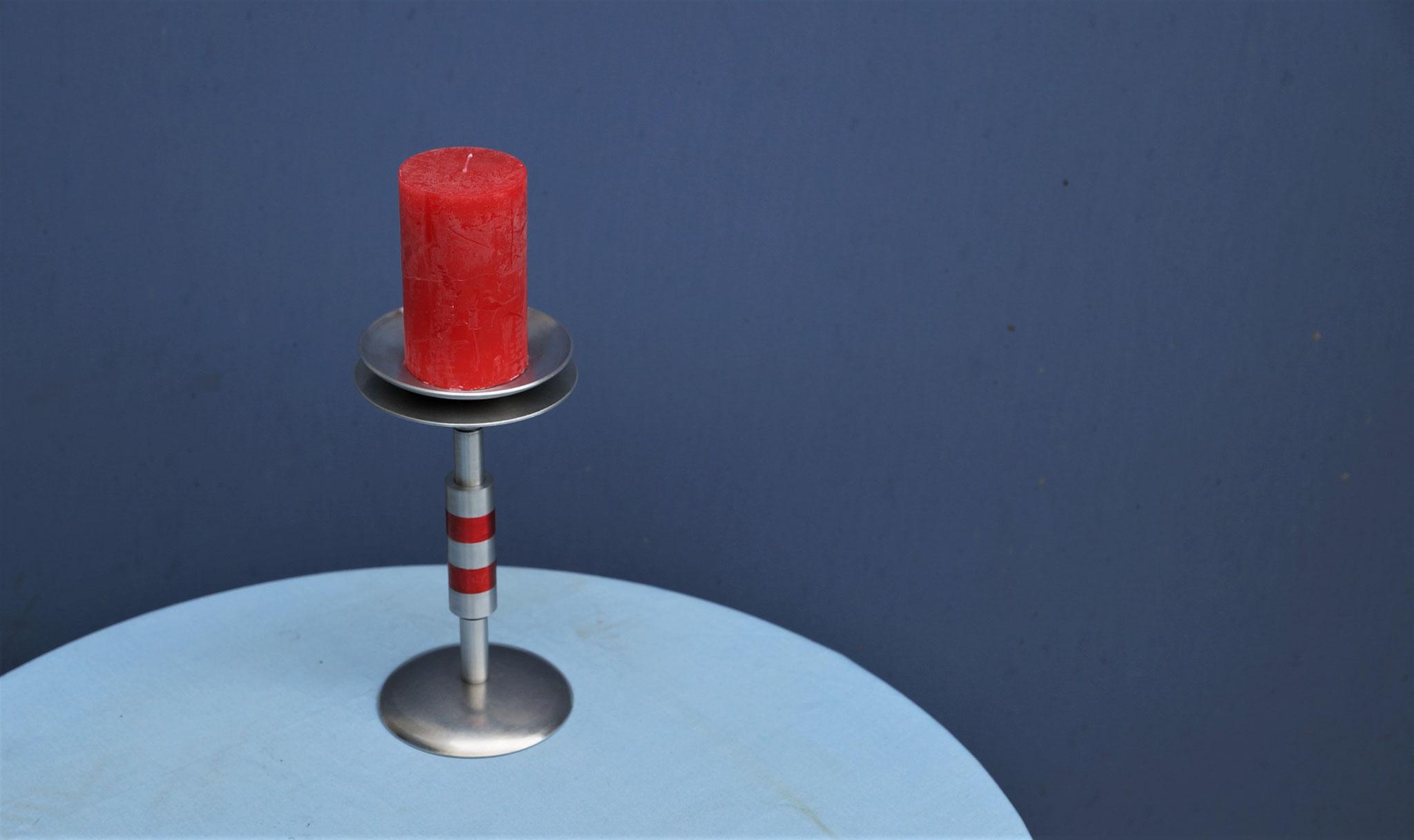 Kerzenständer mit eloxierten Ringen