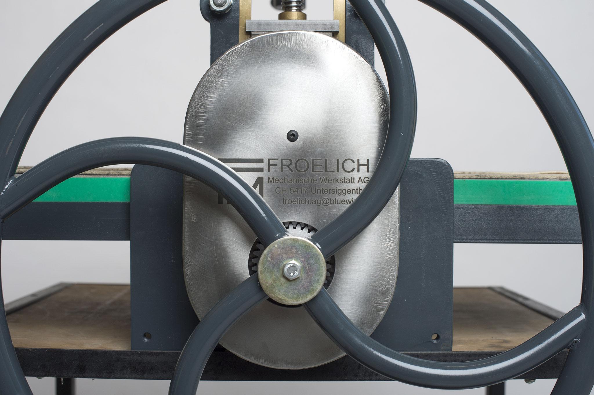 Handrad der Froelich-Presse 500