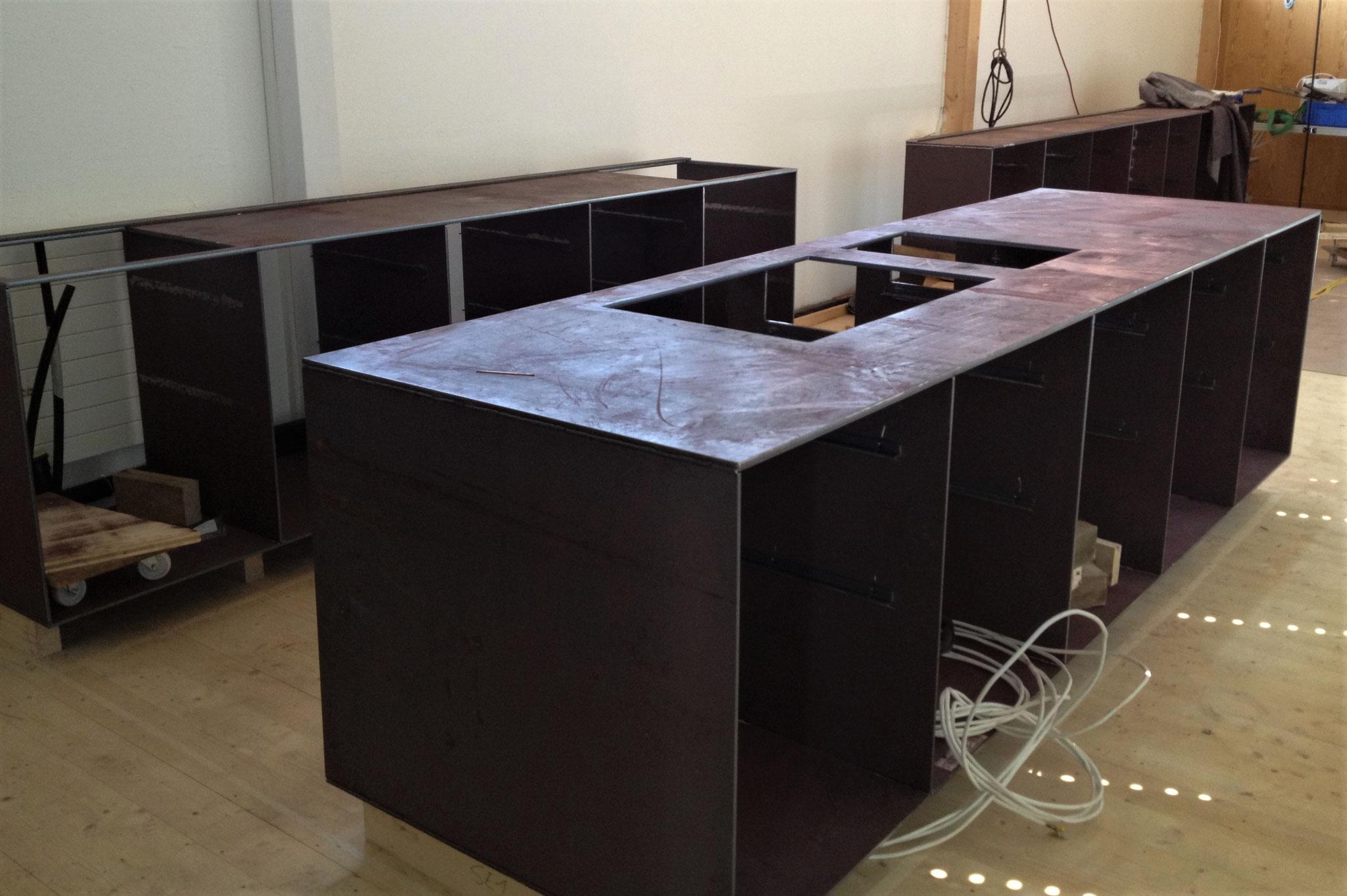 Küche aus massivem Stahl
