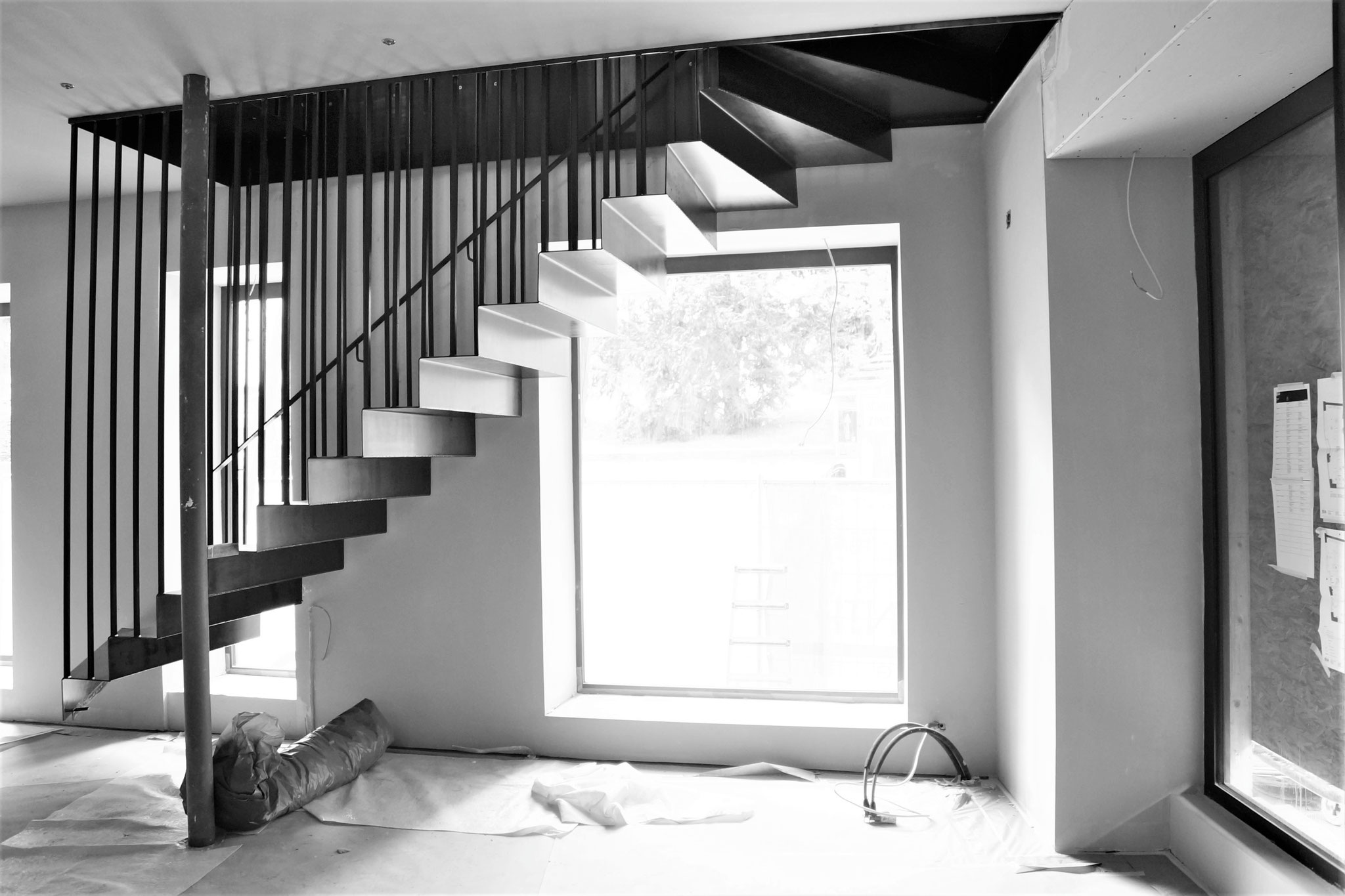 Schwebende Treppe in Ladenraum Luzern