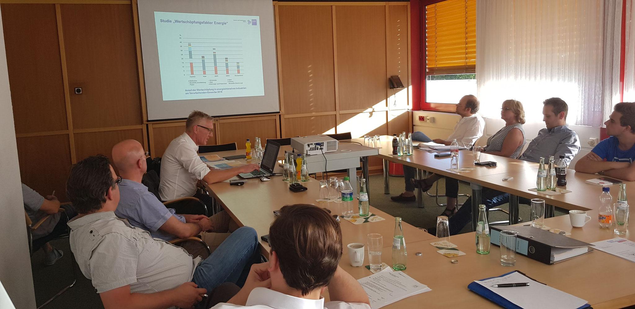 Diskussion mit IHK-Vertretern über Energiekonzept der Zukunft