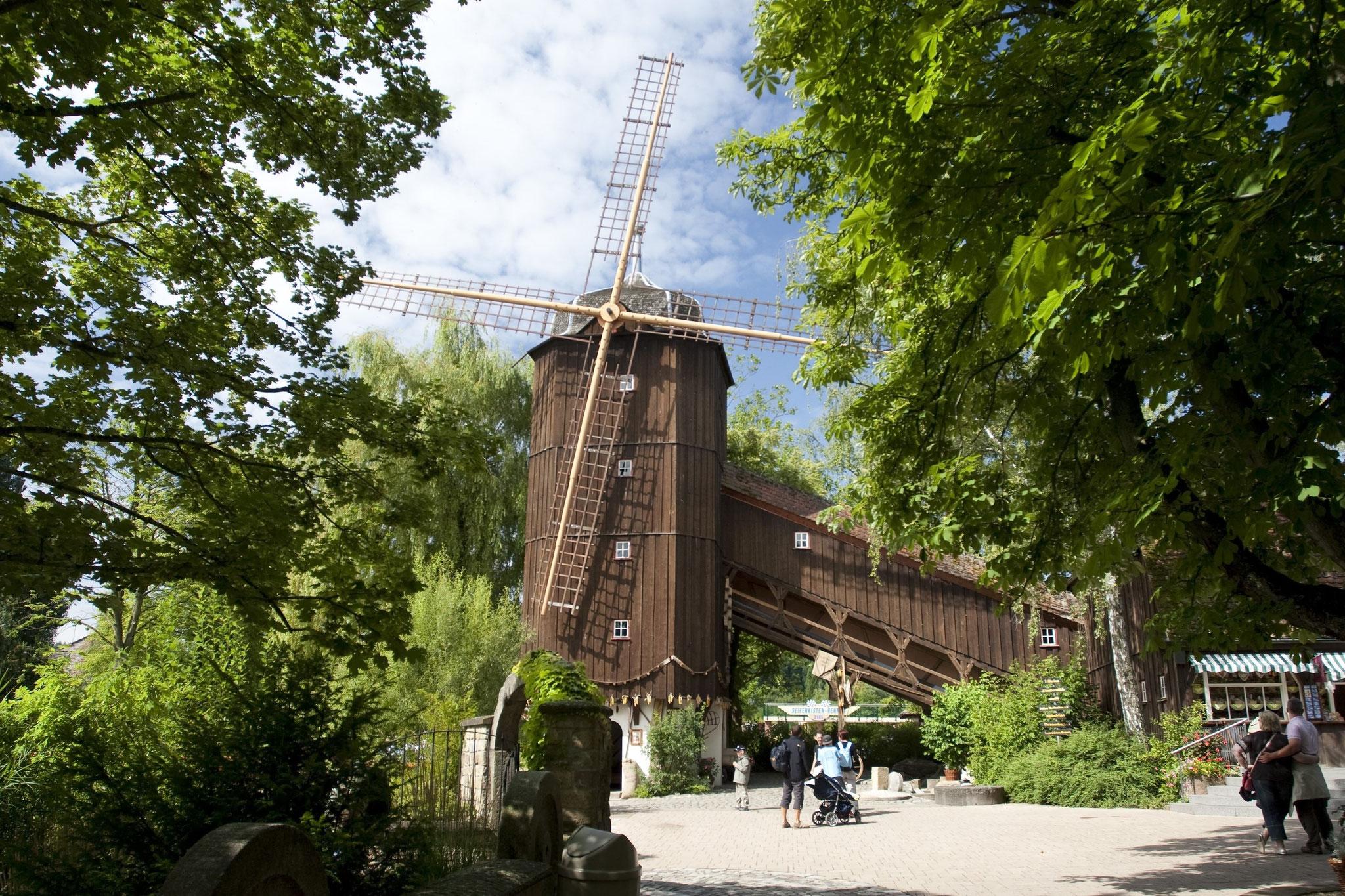 Die Altweibermühle ist Ursprung und Wahrzeichen von Tripsdrill