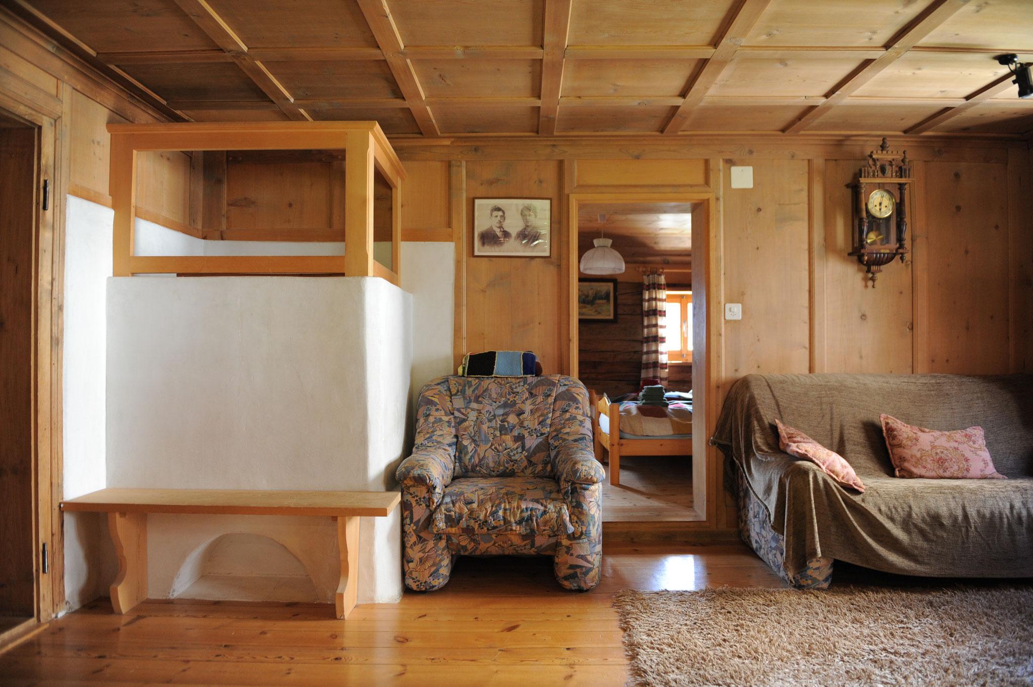 Wohnzimmer mit Heizofen