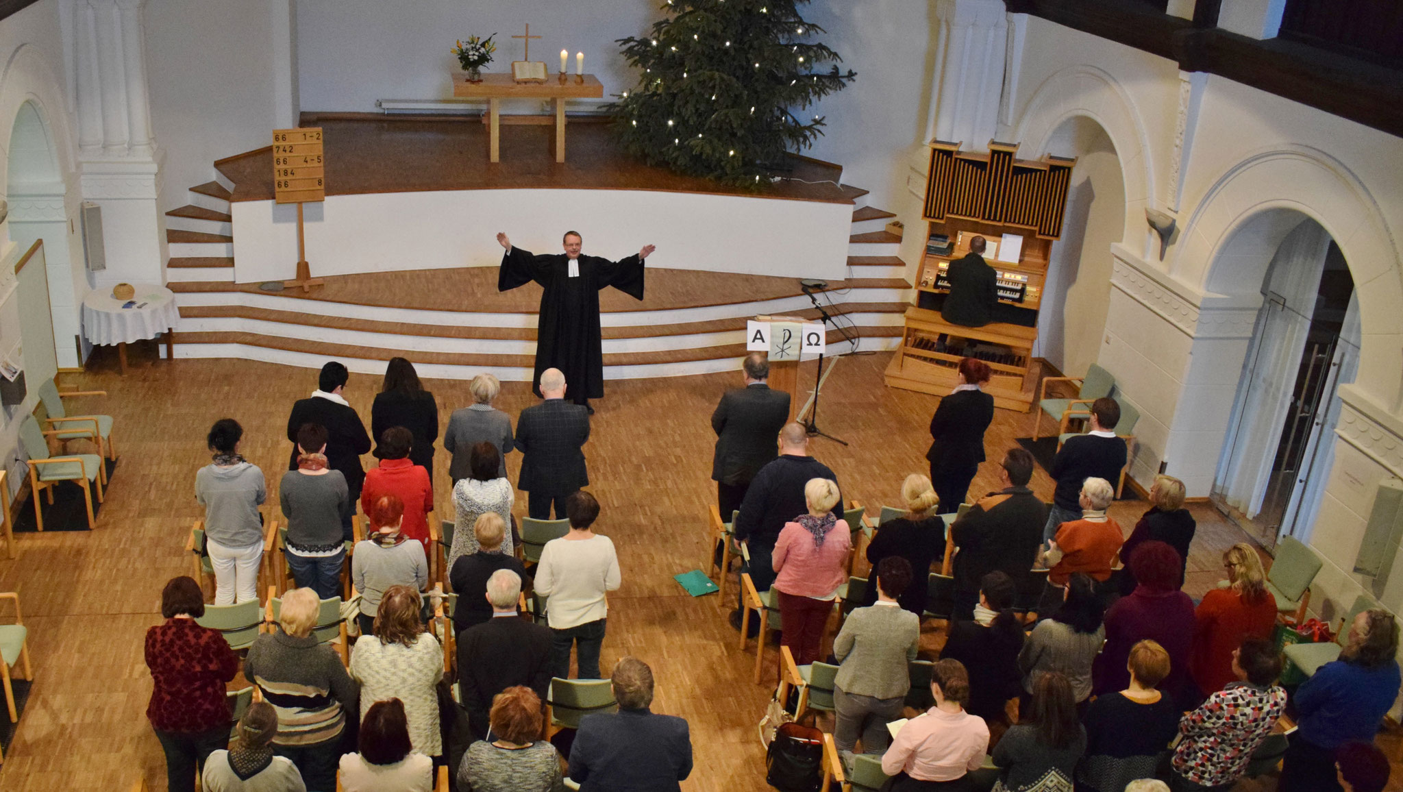 Foto Kanzlerstiftung: Während des Gottesdienstes, gehalten von Bernburgs Kreisoberpfarrer Karl-Heinz Schmidt