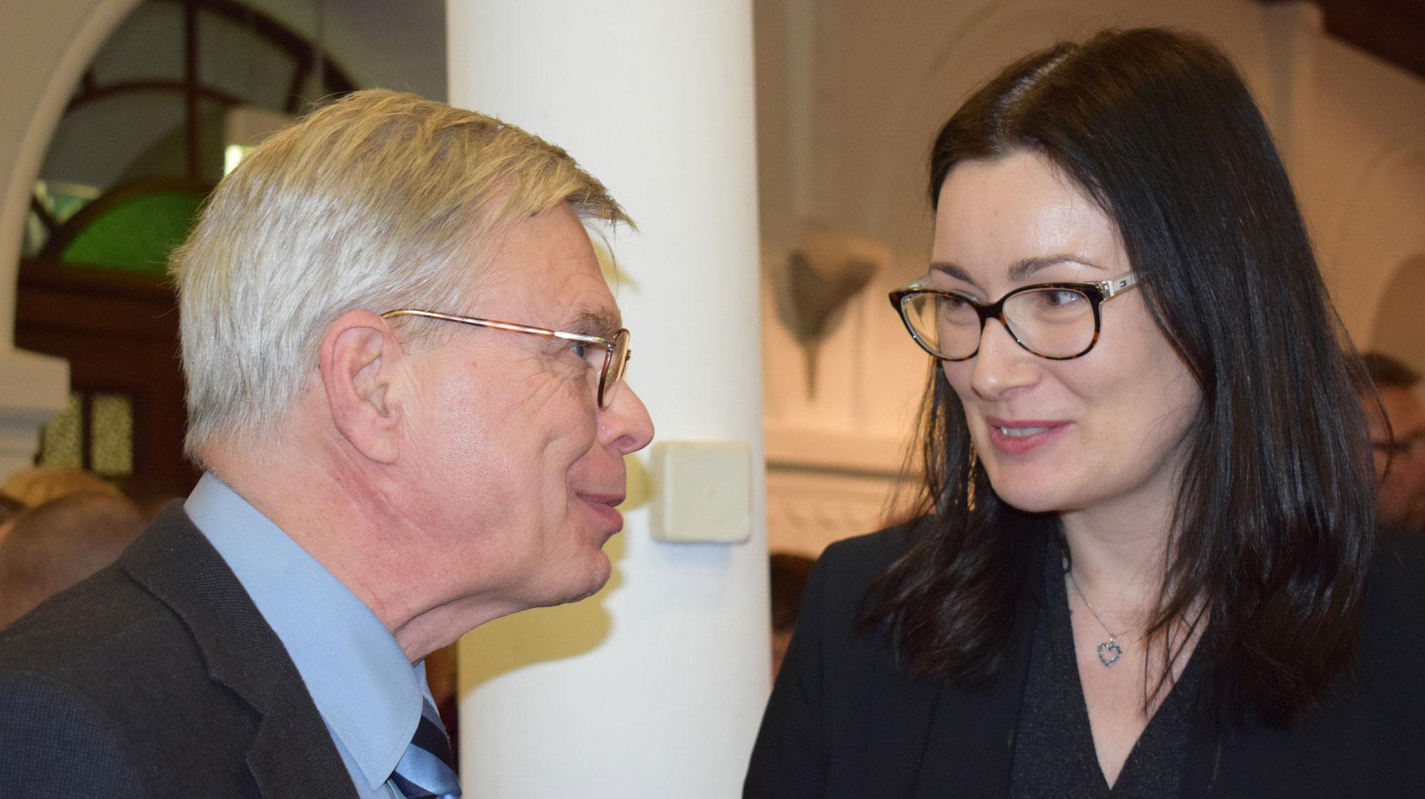 Foto Kanzlerstiftung: Oberkirchenrat Christian von Bülow im Gespräch mit Daniela Schieke