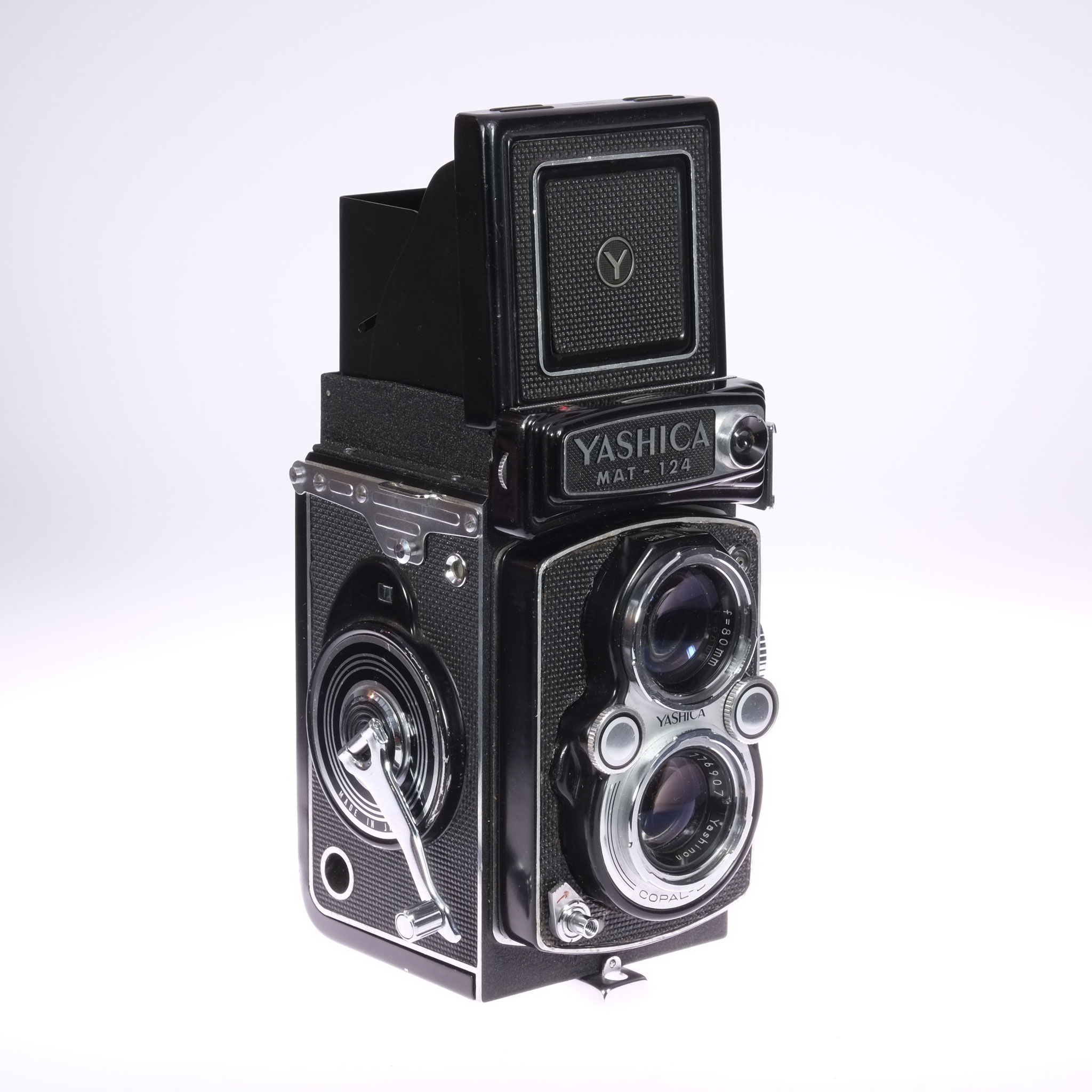 Meine wunderschöne Yashica 124, eine der vielen Nachbauten der Rolleiflex. Die Qualität durch den 120er Film mit 6x6cm Negativen war toll!