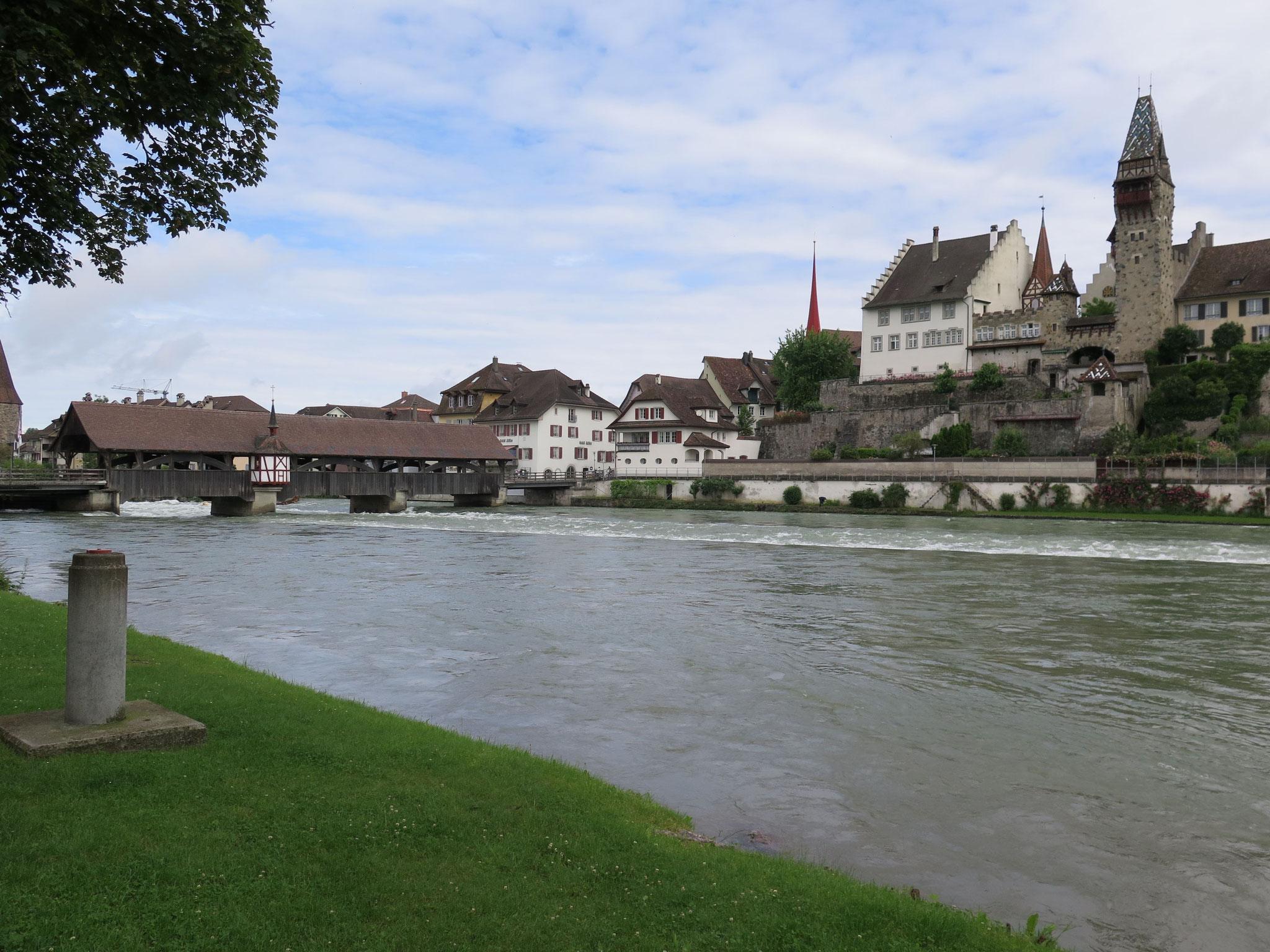 Wie derzeit alle Gewässer in der Schweiz führt auch die Reuss Hochwasser.