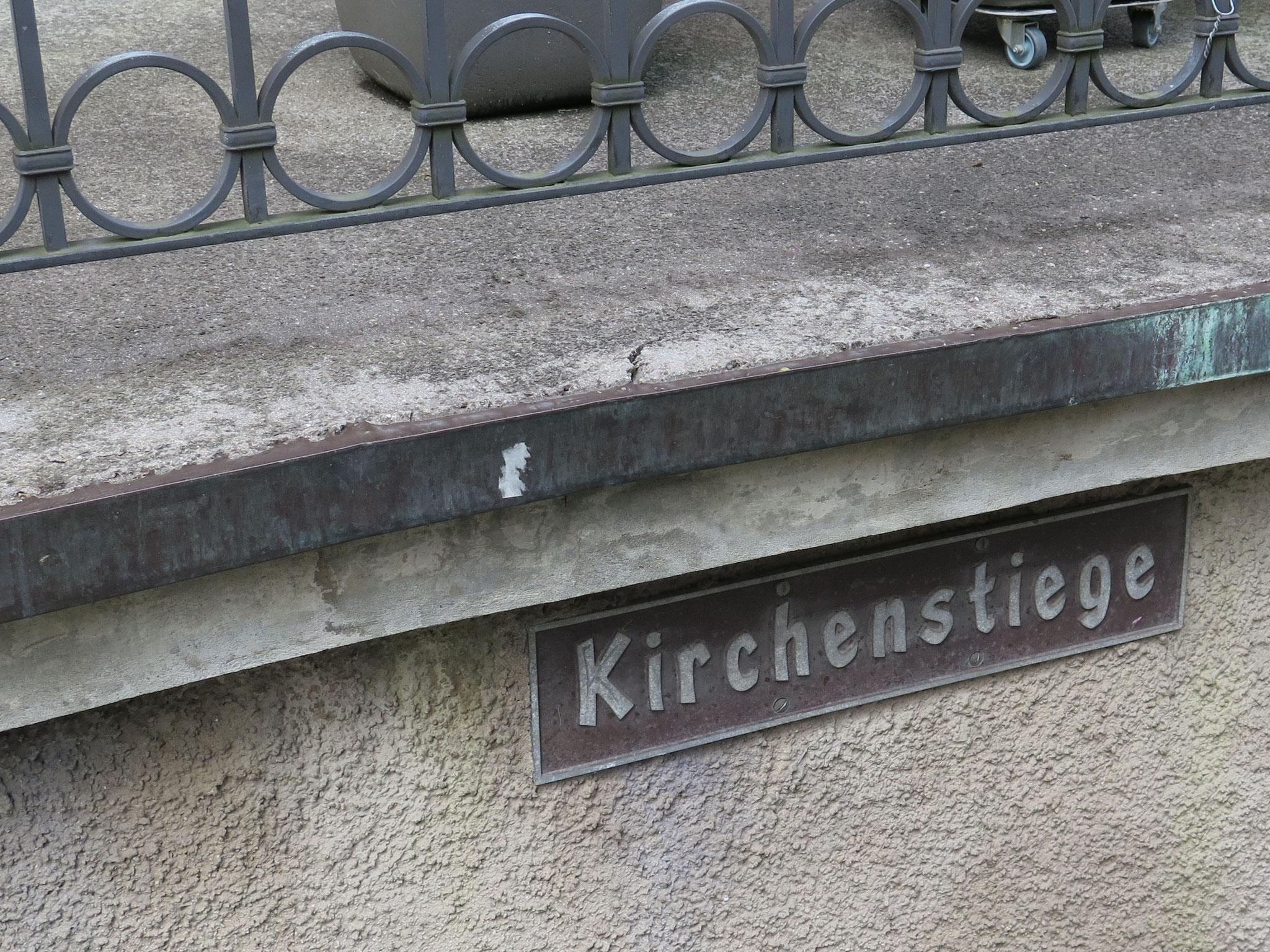 """Die """"Kirchenstiege"""" muss doch zur Kirche führen."""