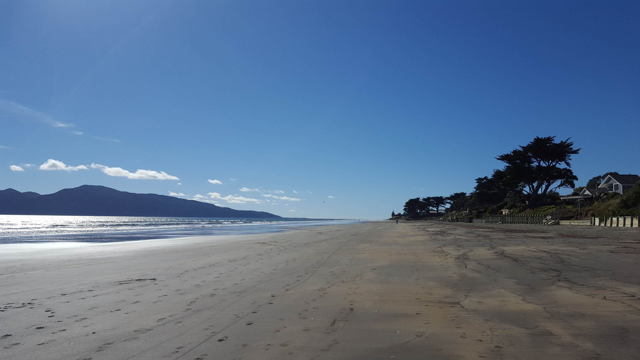 Paraparaumu Beach, links Kapati Island
