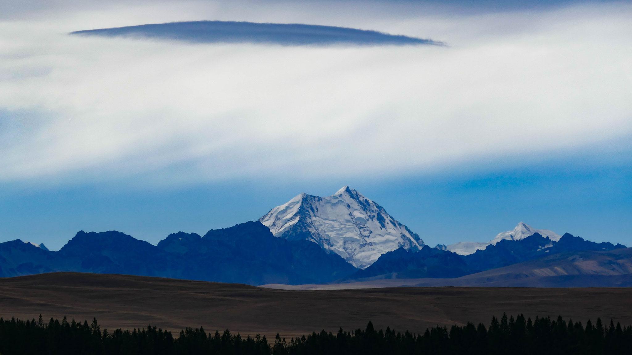 Mount cook und rechts Mount Tasman