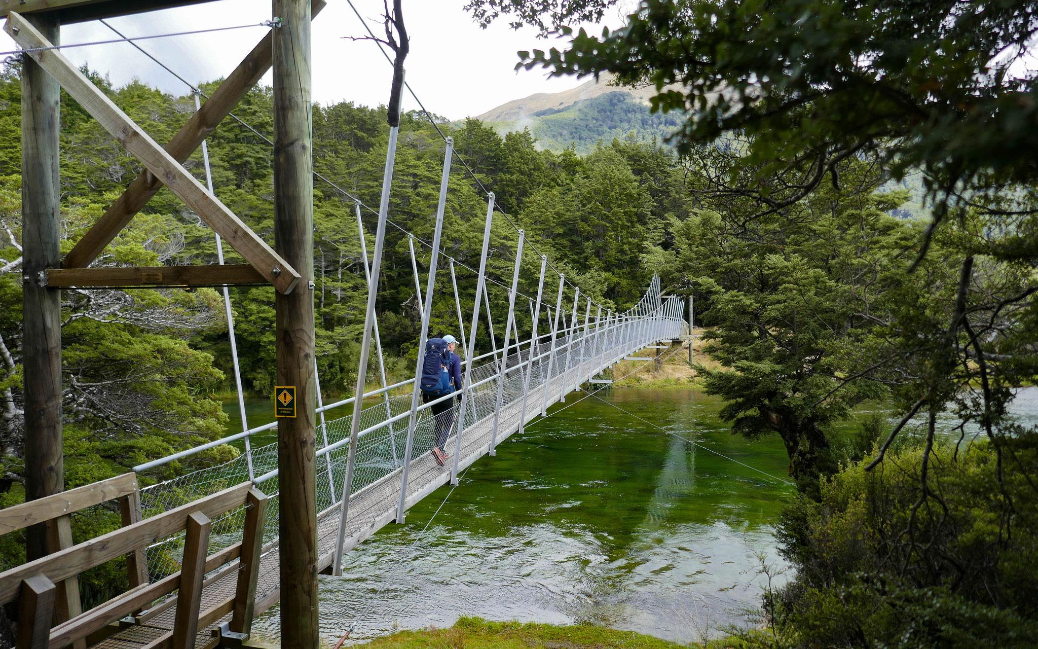 Swingbridge vor der Aparima Hut