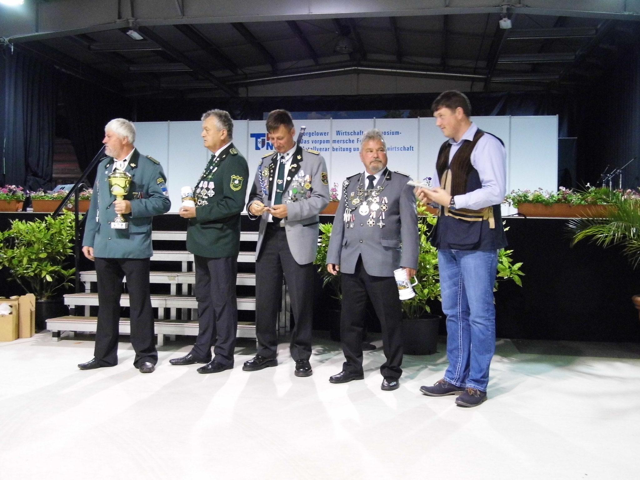 Rainer Klockow (zweiter von links) und René Hafenstein (ganz rechts)