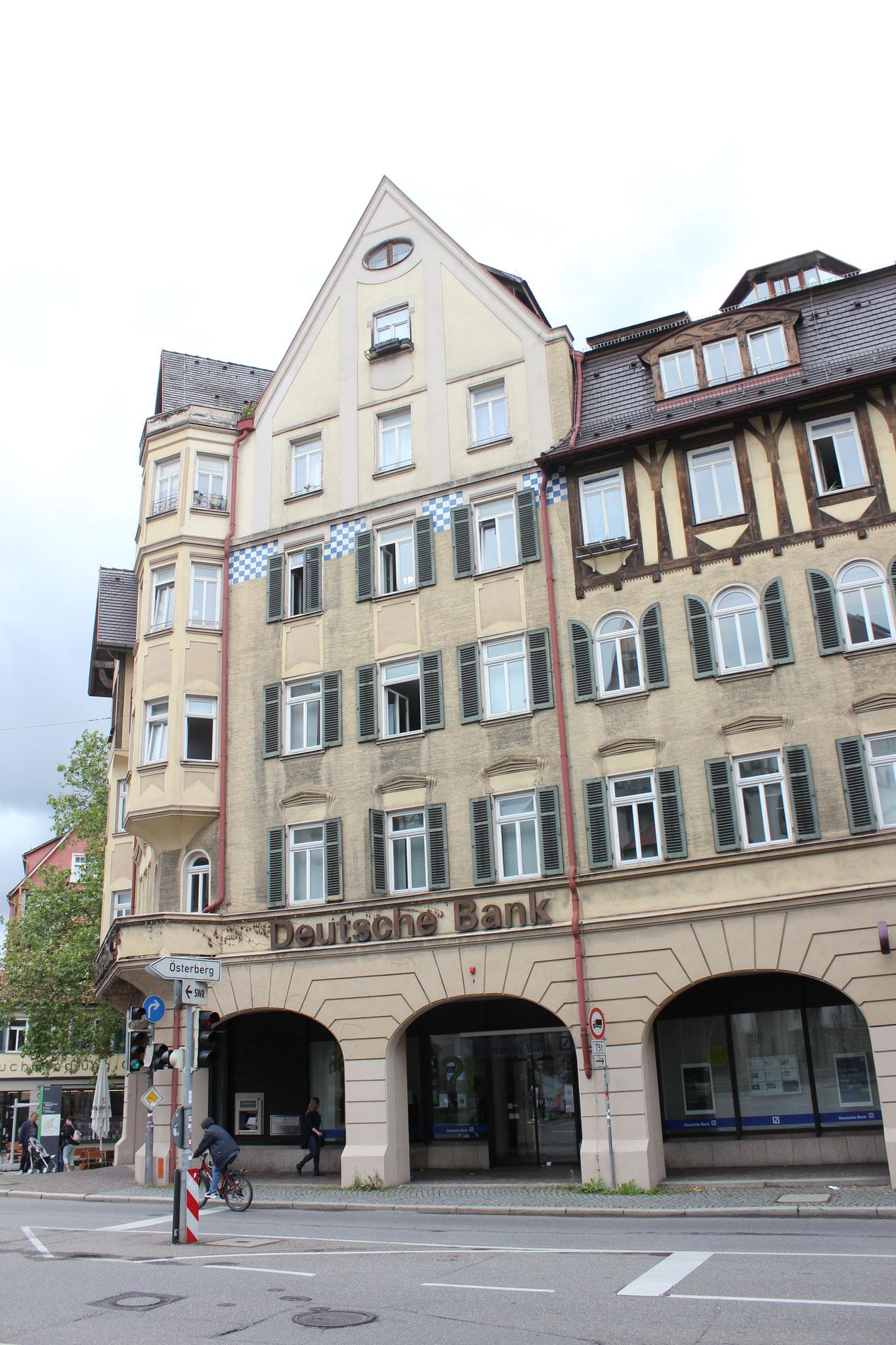 Das Schimpf-Haus 2021. Im Jahr 1829 wurden hier Abbruchteile des Lustnauer Tors verbaut. Seither wurde das Gebäude mehrere Male umgebaut.[56] Bild: Johannes Thiede.