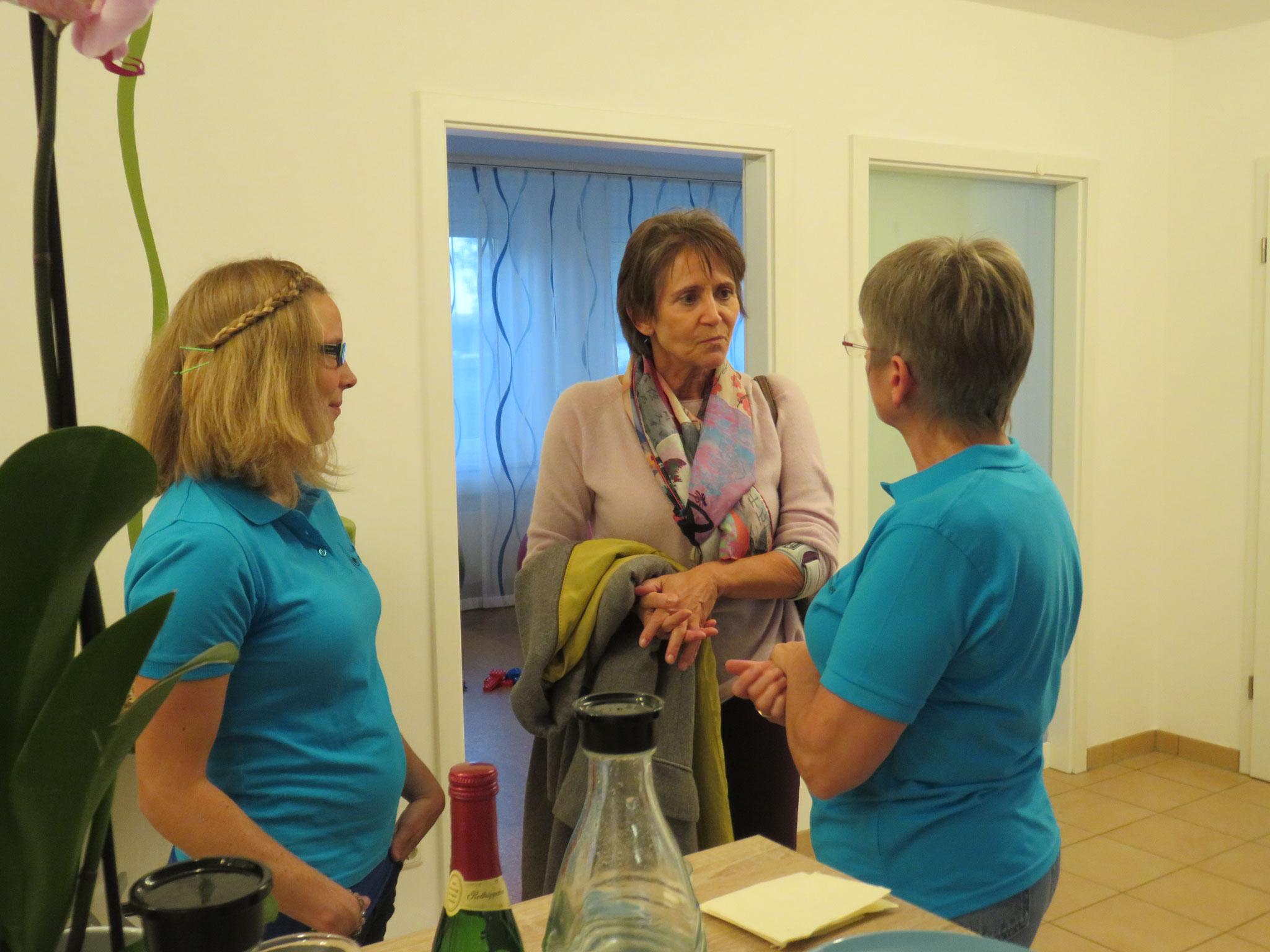 Glückwünsche auch von Frau Prof. Dr. Cornelia Höß, Chefärztin der Gynäkologieabteilung in der Kreisklinik Ebersberg