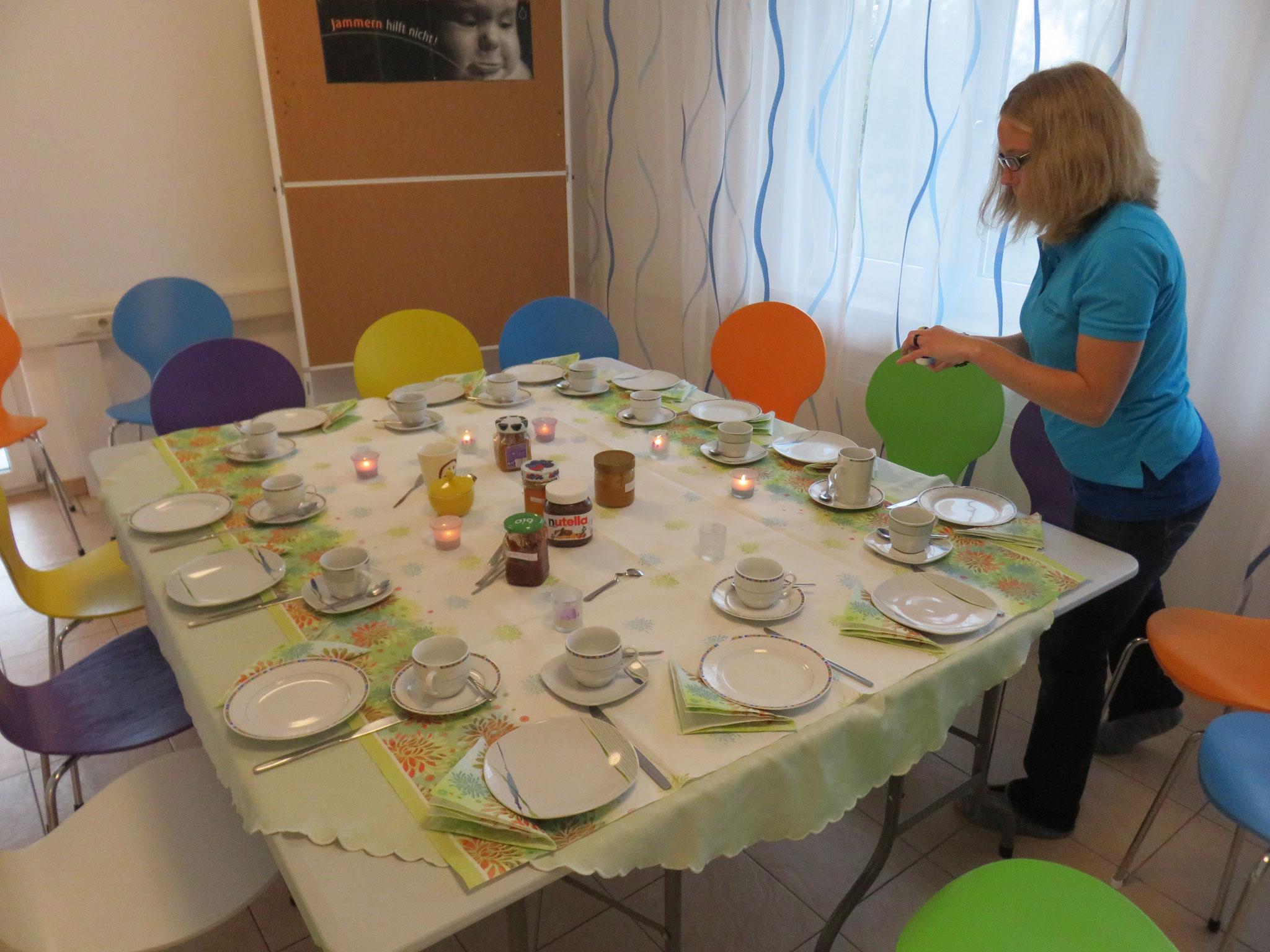 Vorbereitungen zum Hebammenfrühstück