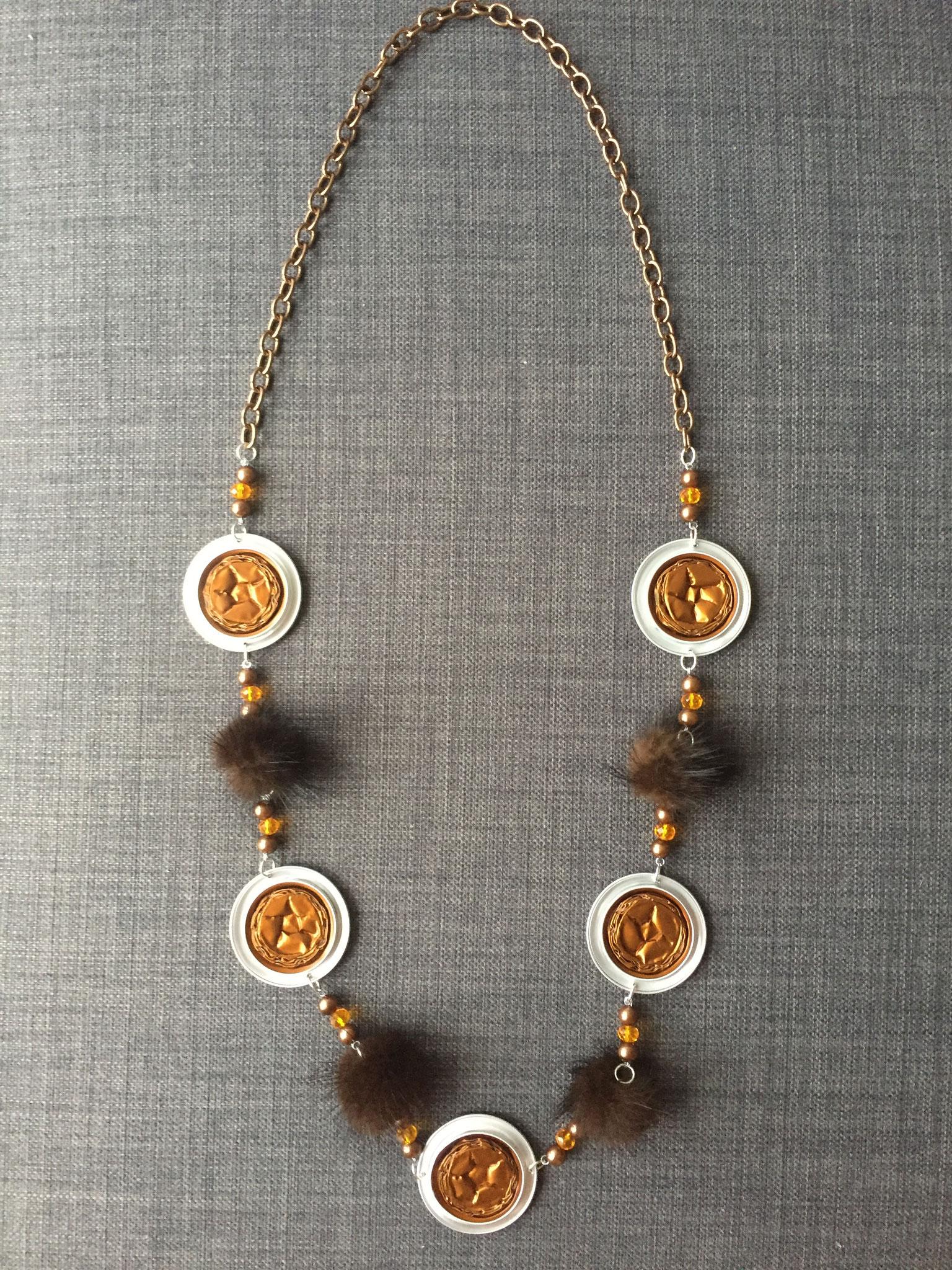 Lange Perlenkette (dunkelgold)