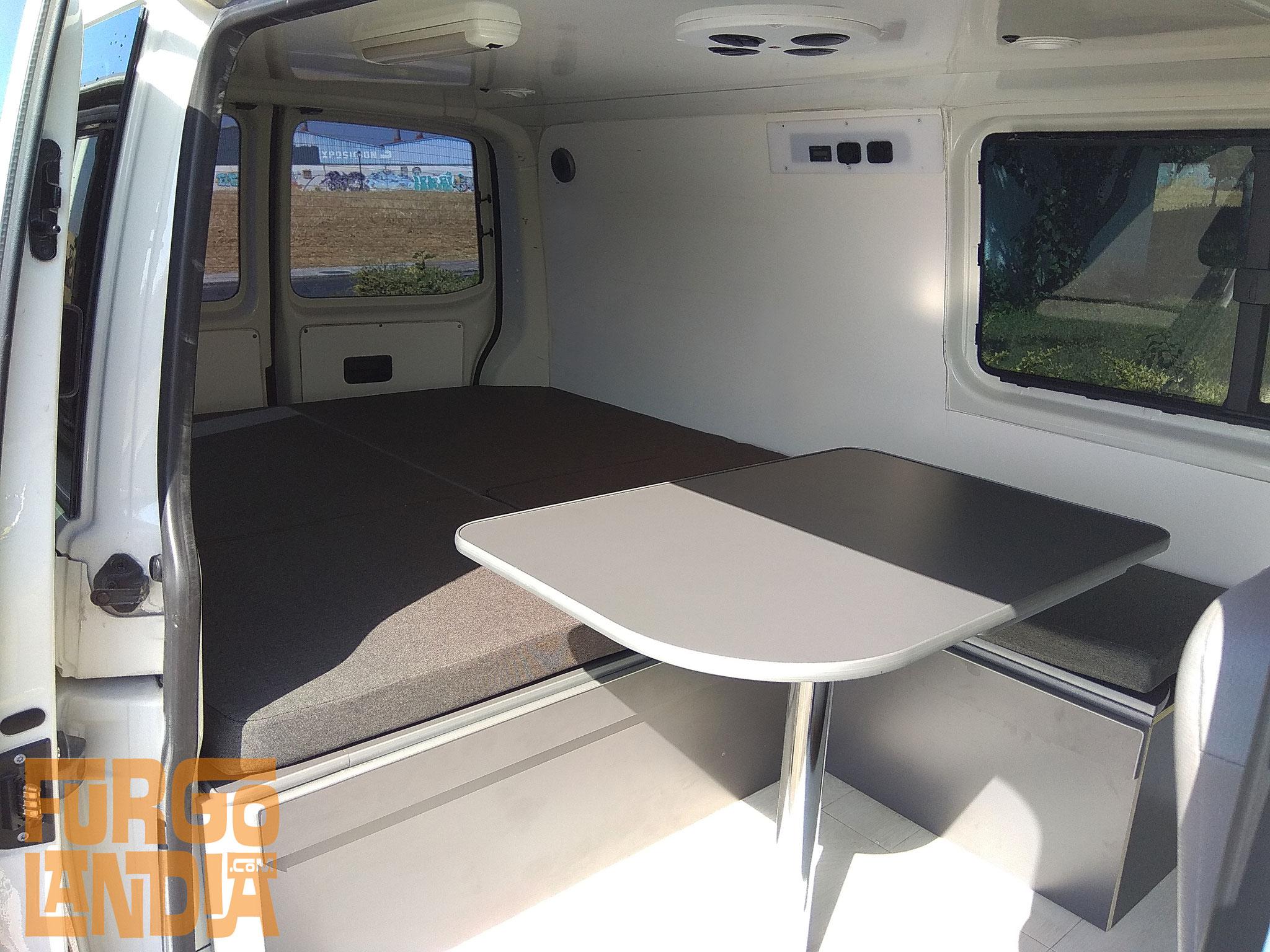 Camperización Volkswagen T5 Ambulancia