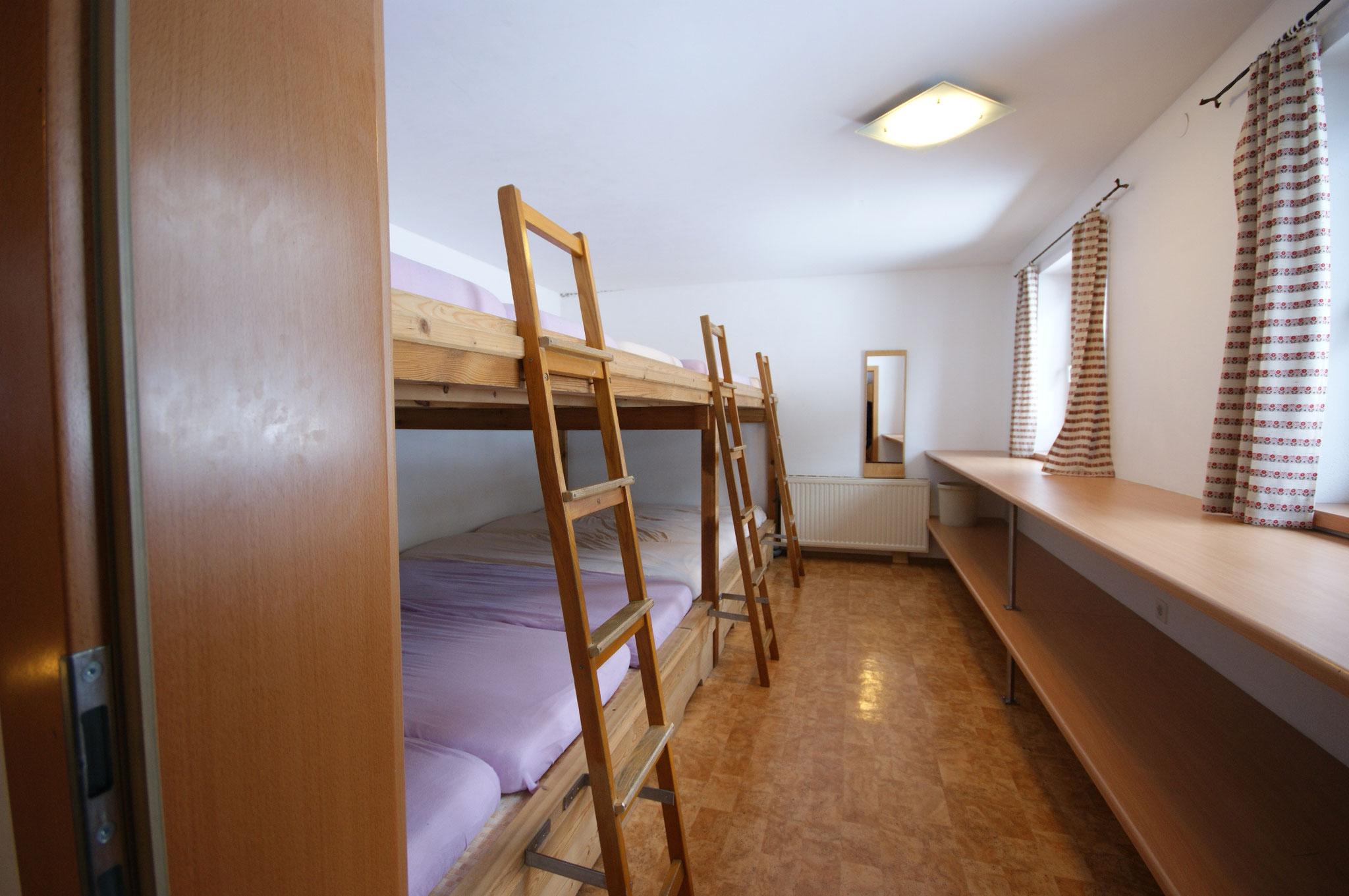 1 Schlaflager für 12 Personen