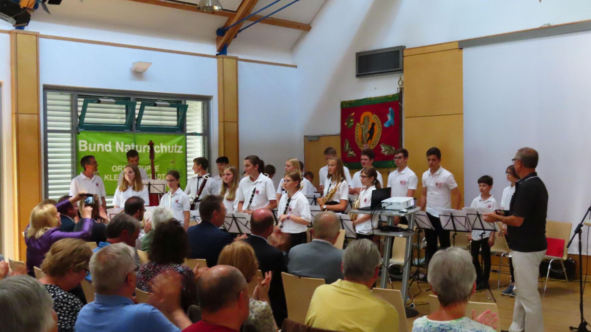 Das Jugendblasorchester Sulzbach sorgten für einen angenehmen musikalischen Rahmen